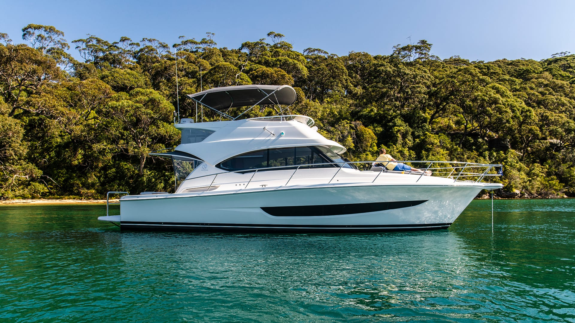Riviera 39 Sports Motor Yacht Anchored 02