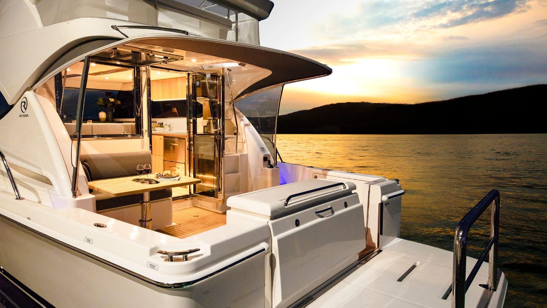 Riviera 39 Sports Motor Yacht Cockpit 01