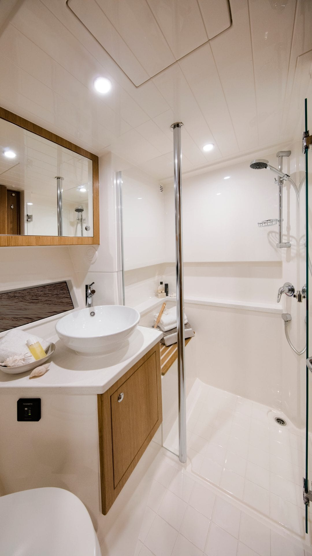 Riviera 39 Sports Motor Yacht Master Ensuite and Dayhead