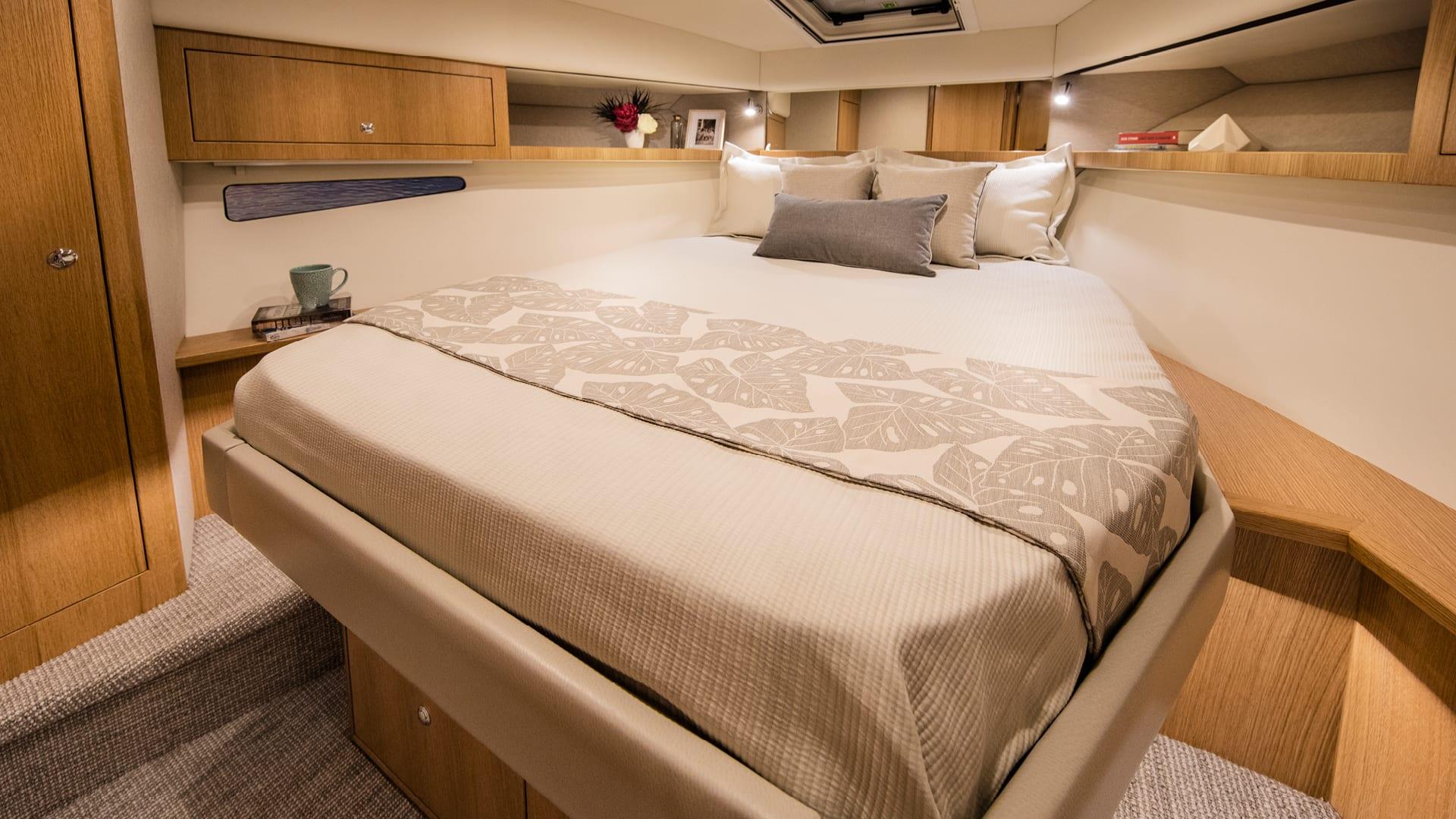 Riviera 39 Sports Motor Yacht Master Stateroom