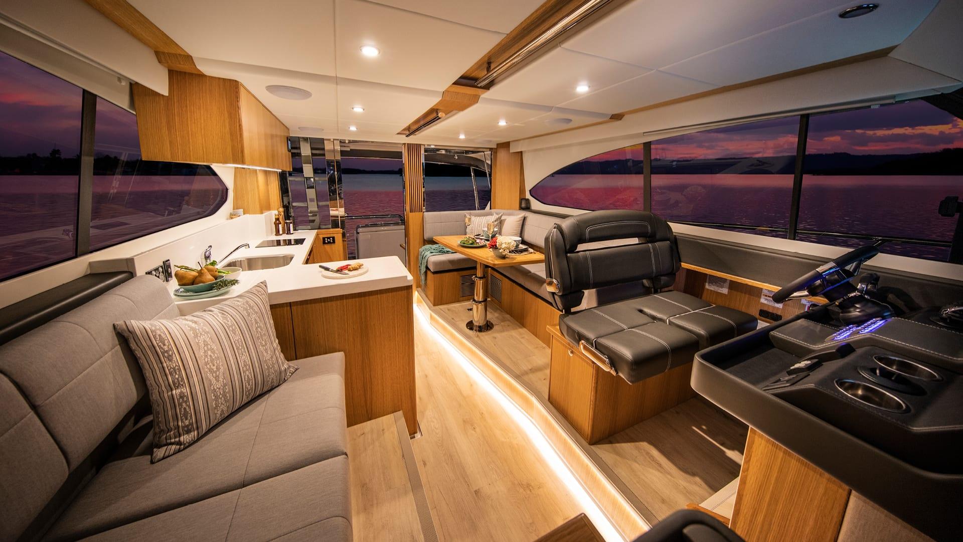 Riviera 39 Sports Motor Yacht Saloon