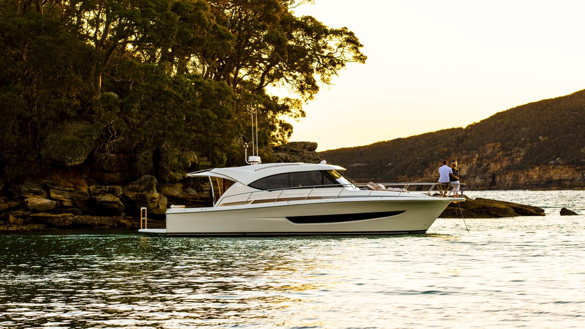 Riviera 395 SUV Anchored 04