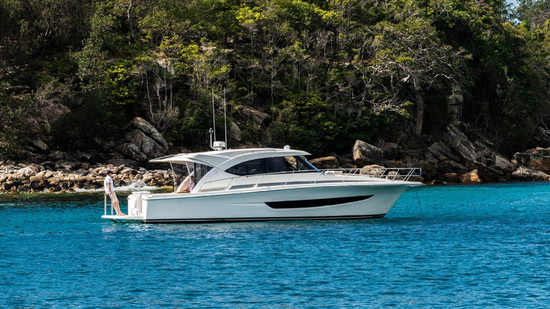Riviera 395 SUV Anchored 06