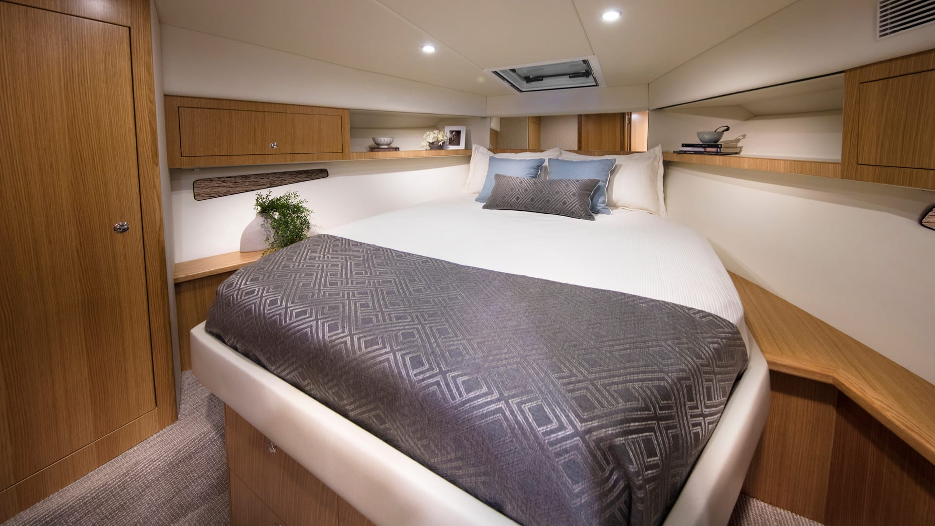 Riviera 395 SUV Master Stateroom – Satin Oak Timber Finish 01