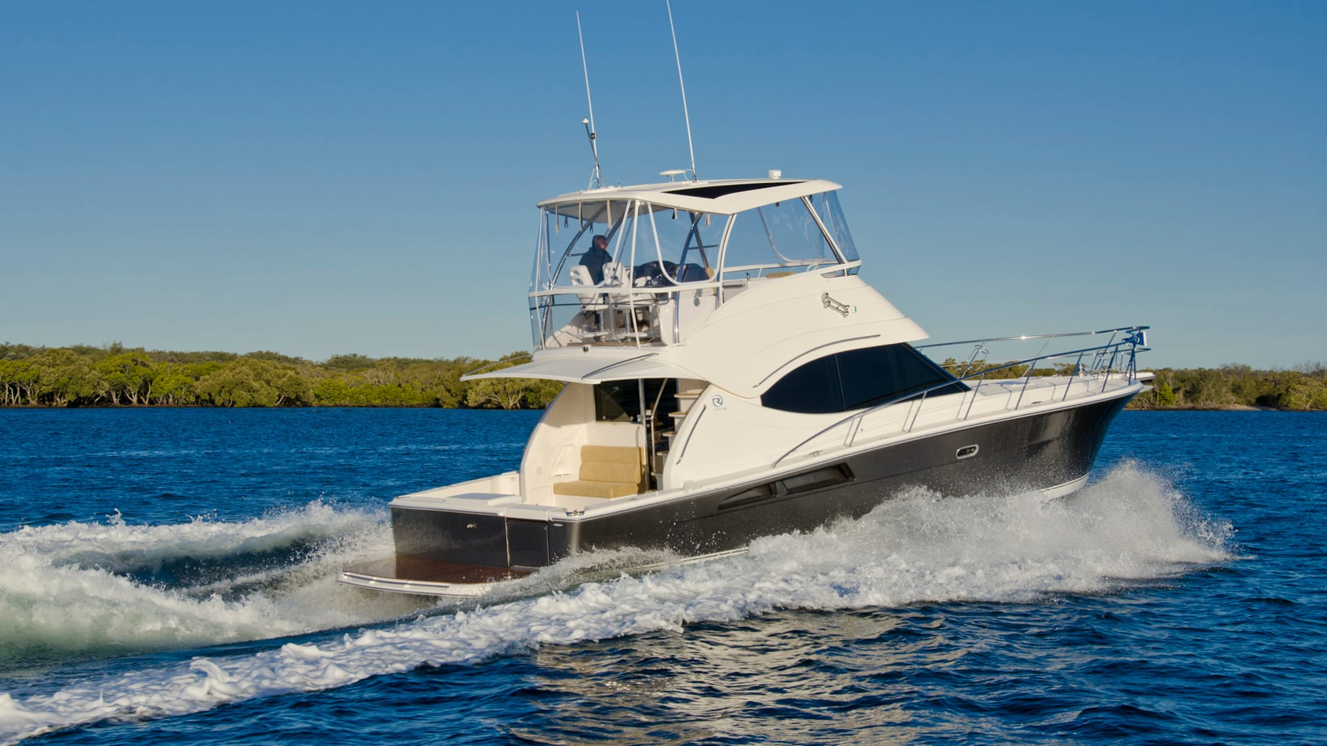Riviera 45 Open Flybridge Running 02