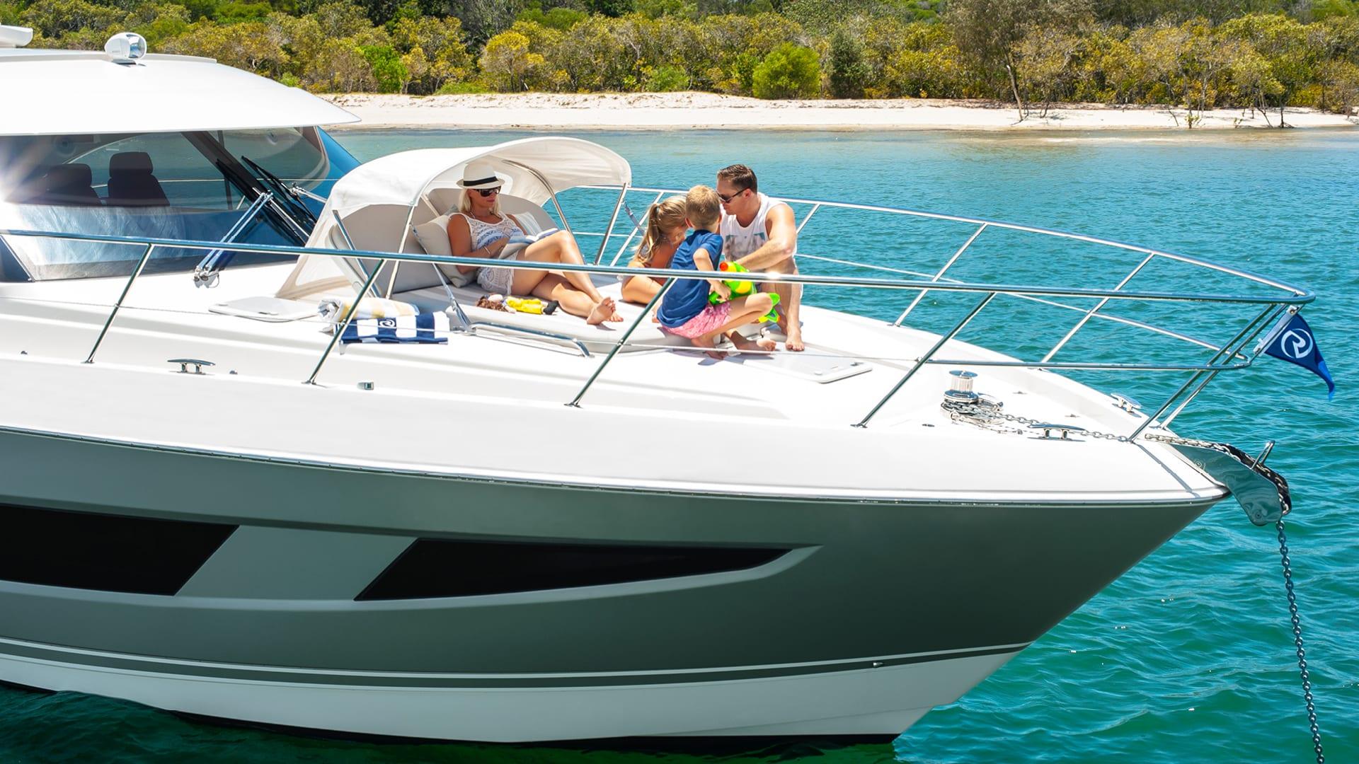 Riviera 4800 Sport Yacht Foredeck 01