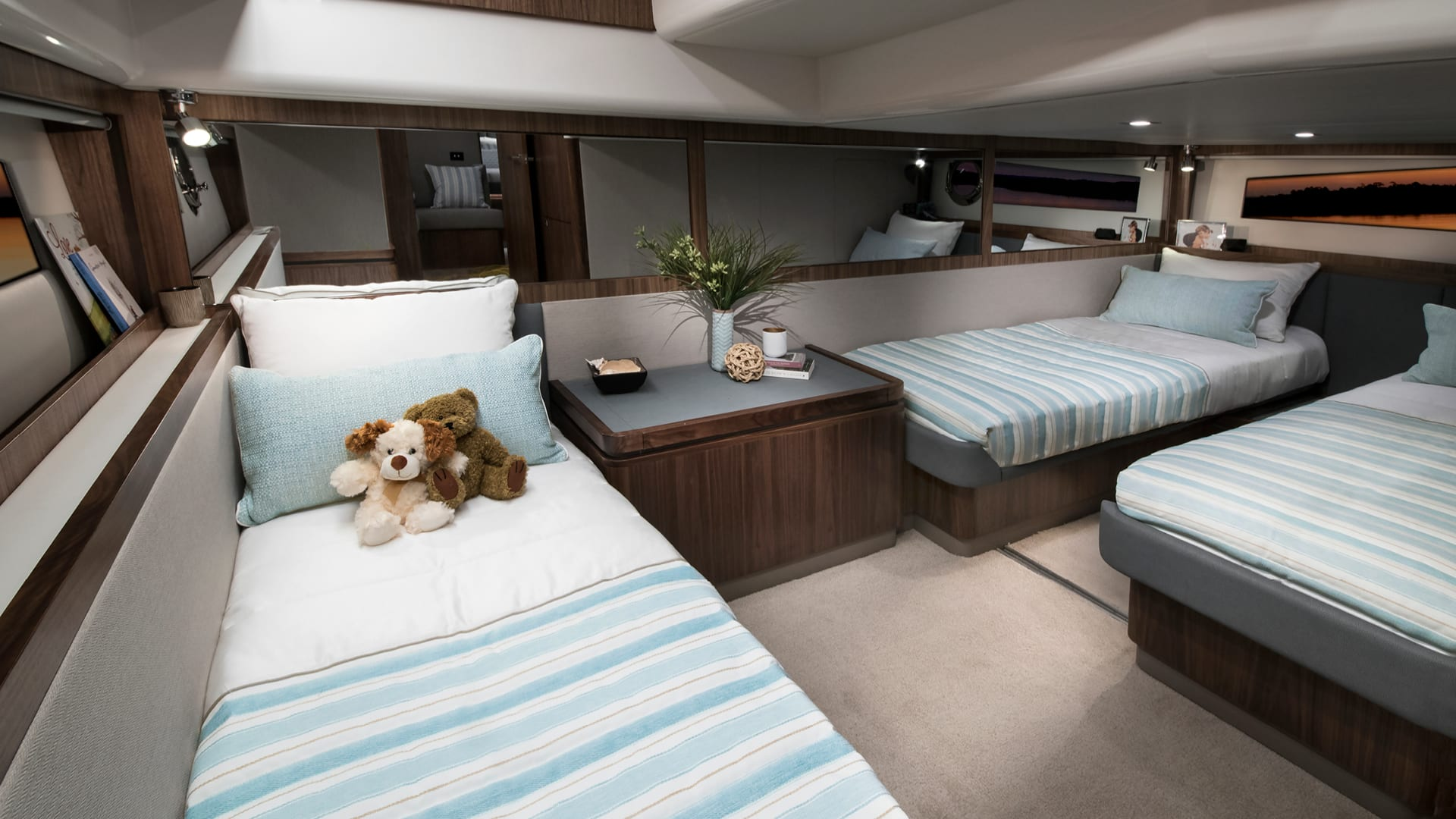 Riviera 4800 Sport Yacht Guest Accommodation 01