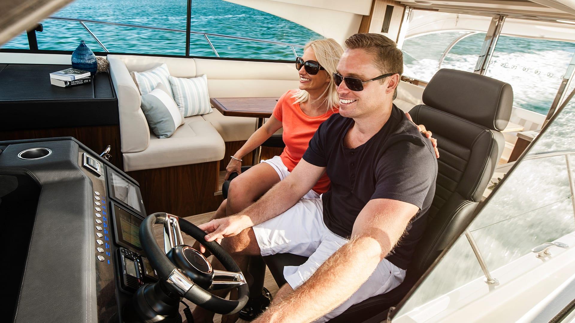 Riviera 4800 Sport Yacht Helm 02