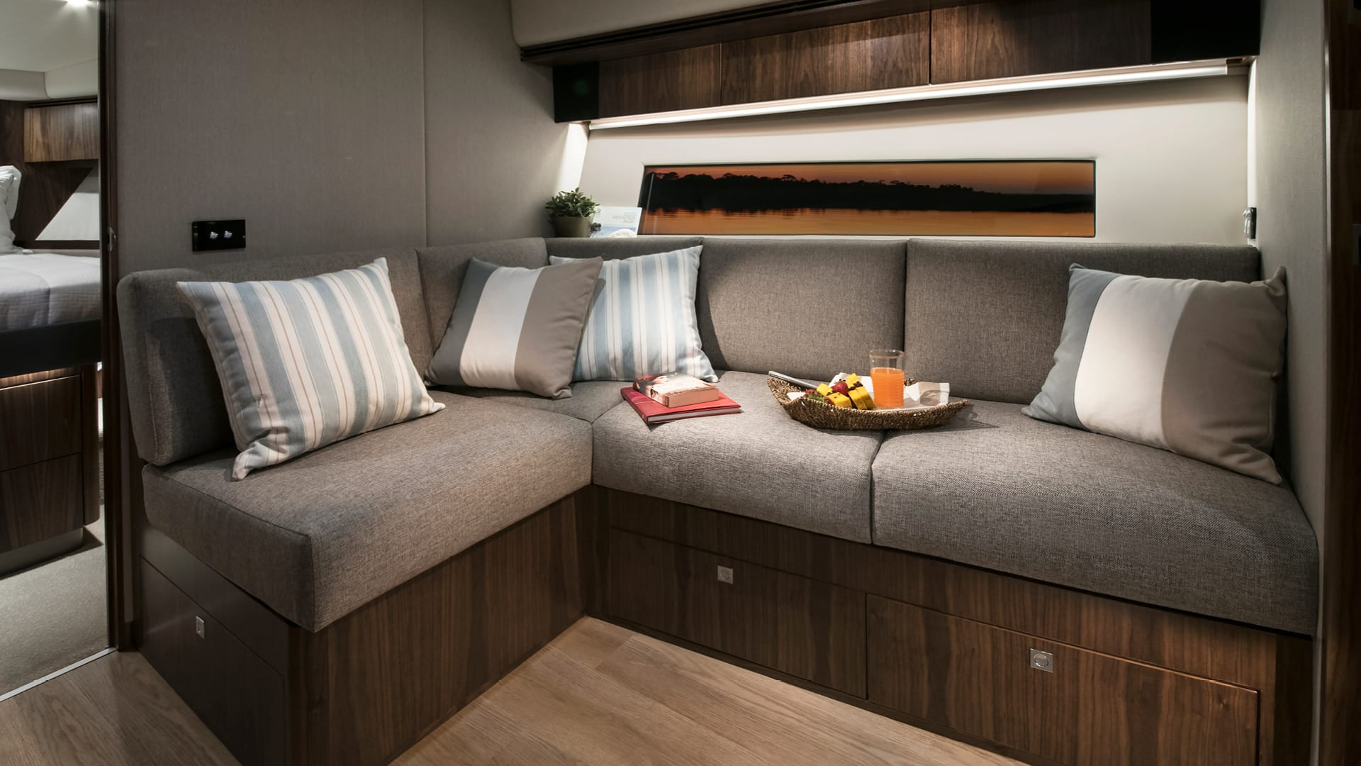 Riviera 4800 Sport Yacht Lower Lounge