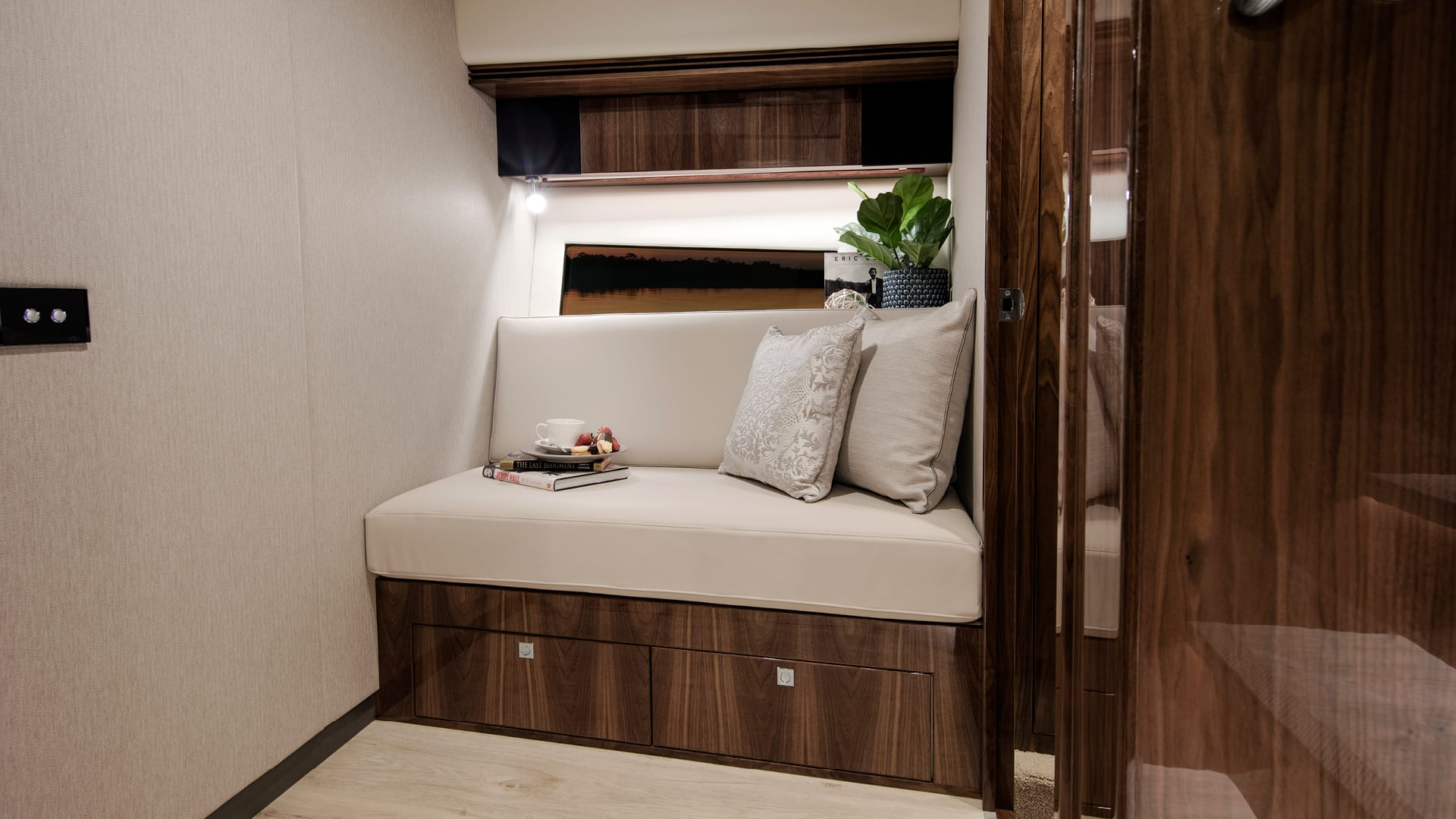 Riviera 4800 Sport Yacht Optional Lower Lounge