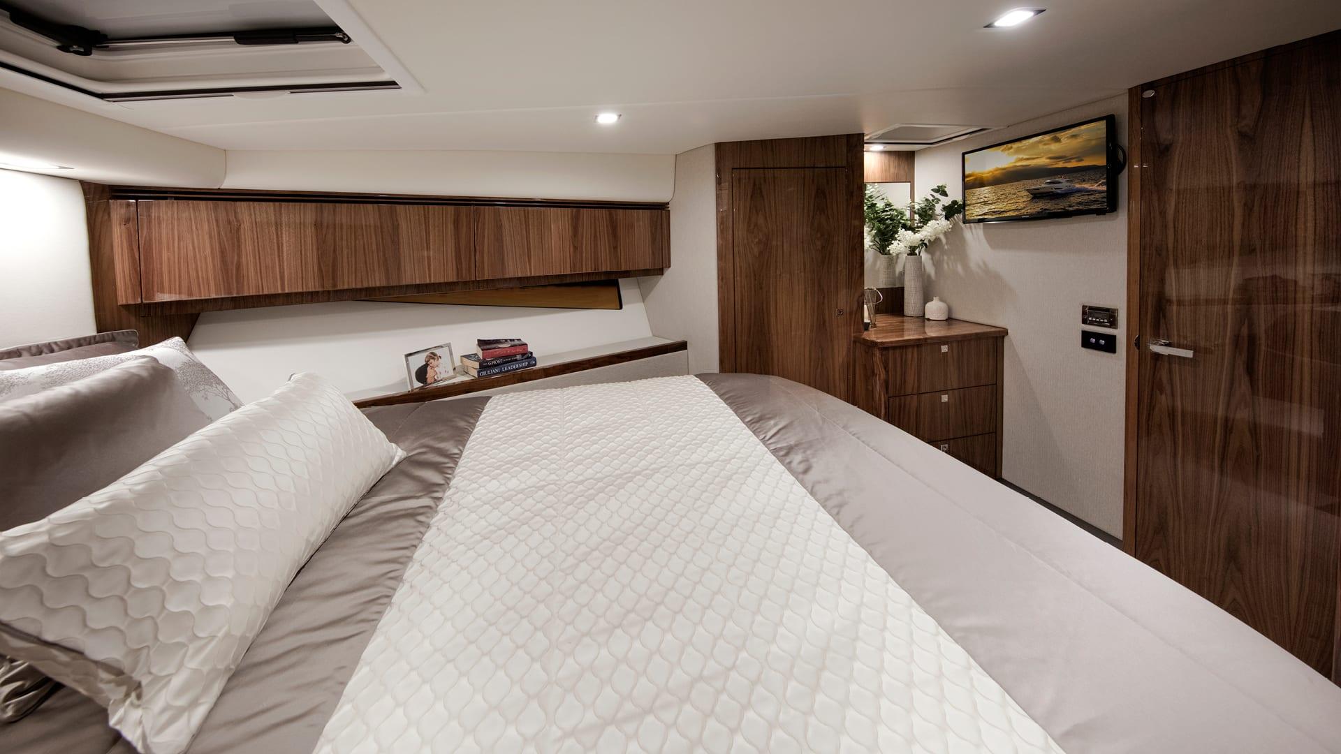 Riviera 4800 Sport Yacht Optional Premier Stateroom