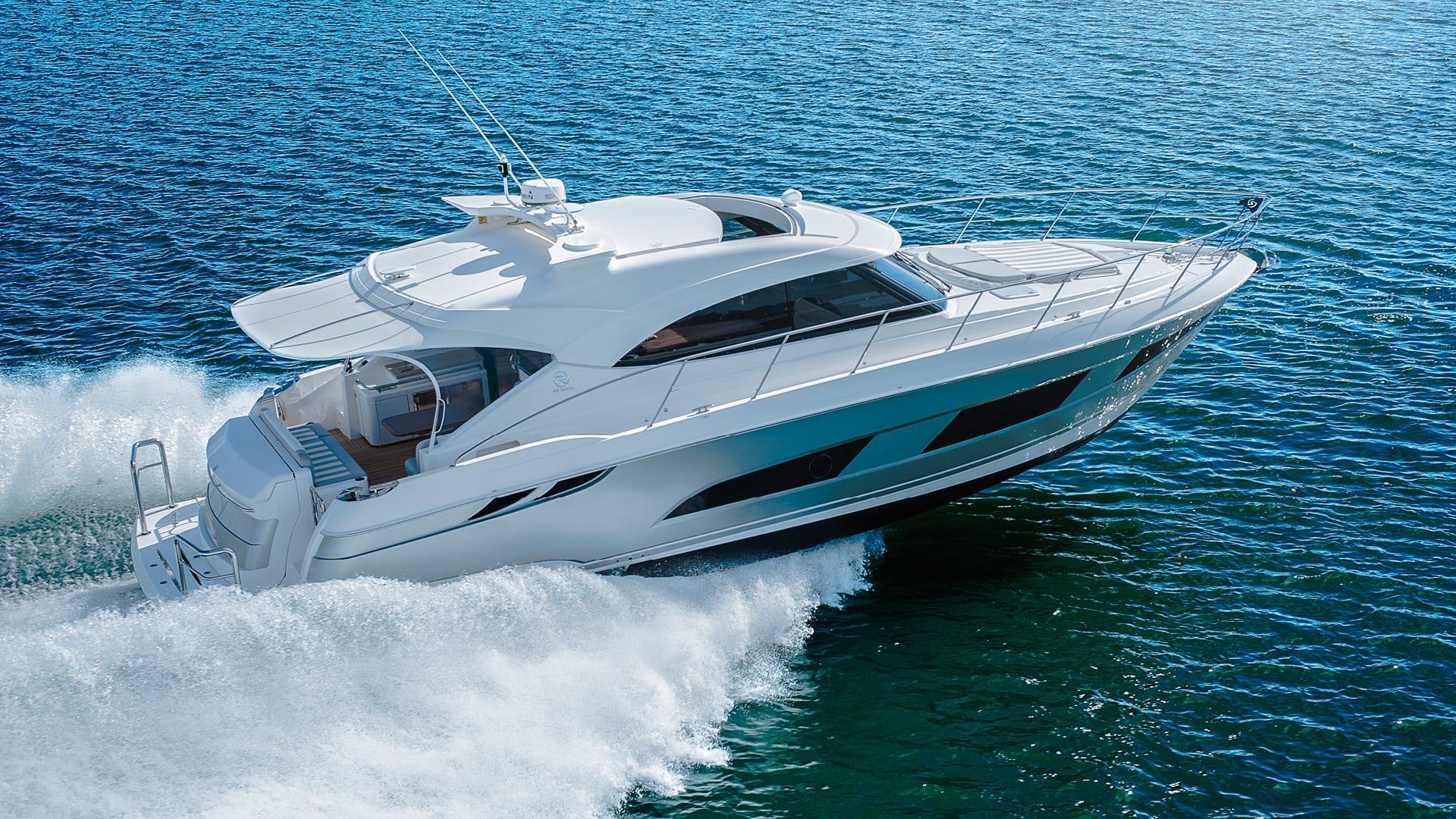 Riviera 4800 Sport Yacht Running 01