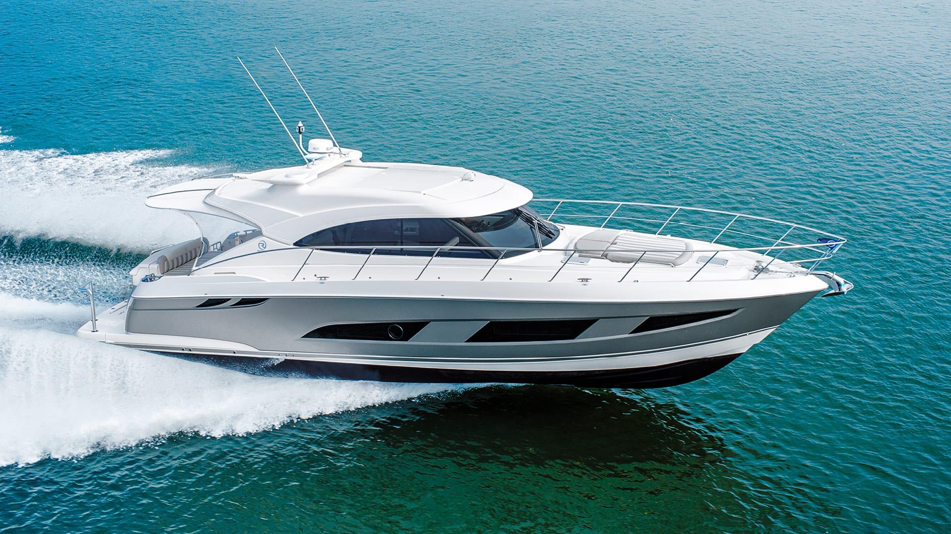 Riviera 4800 Sport Yacht Running 03