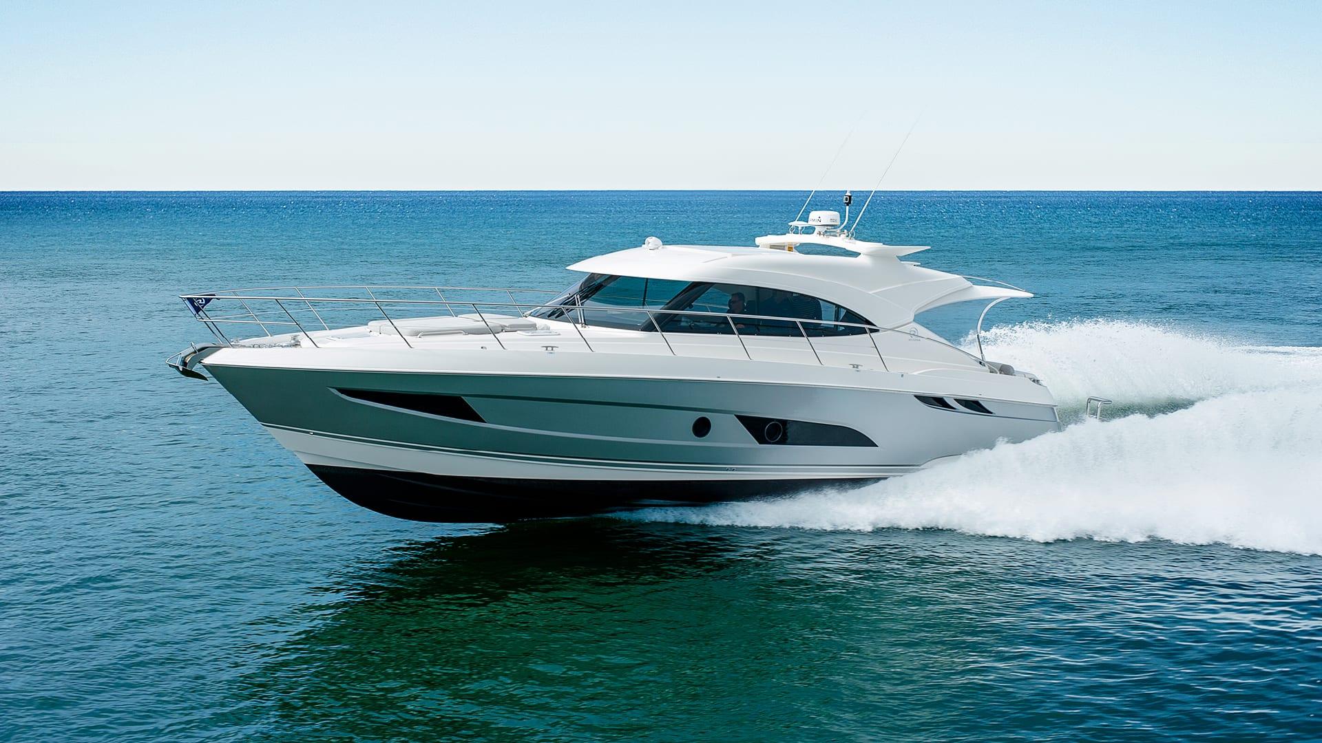 Riviera 4800 Sport Yacht Running 04