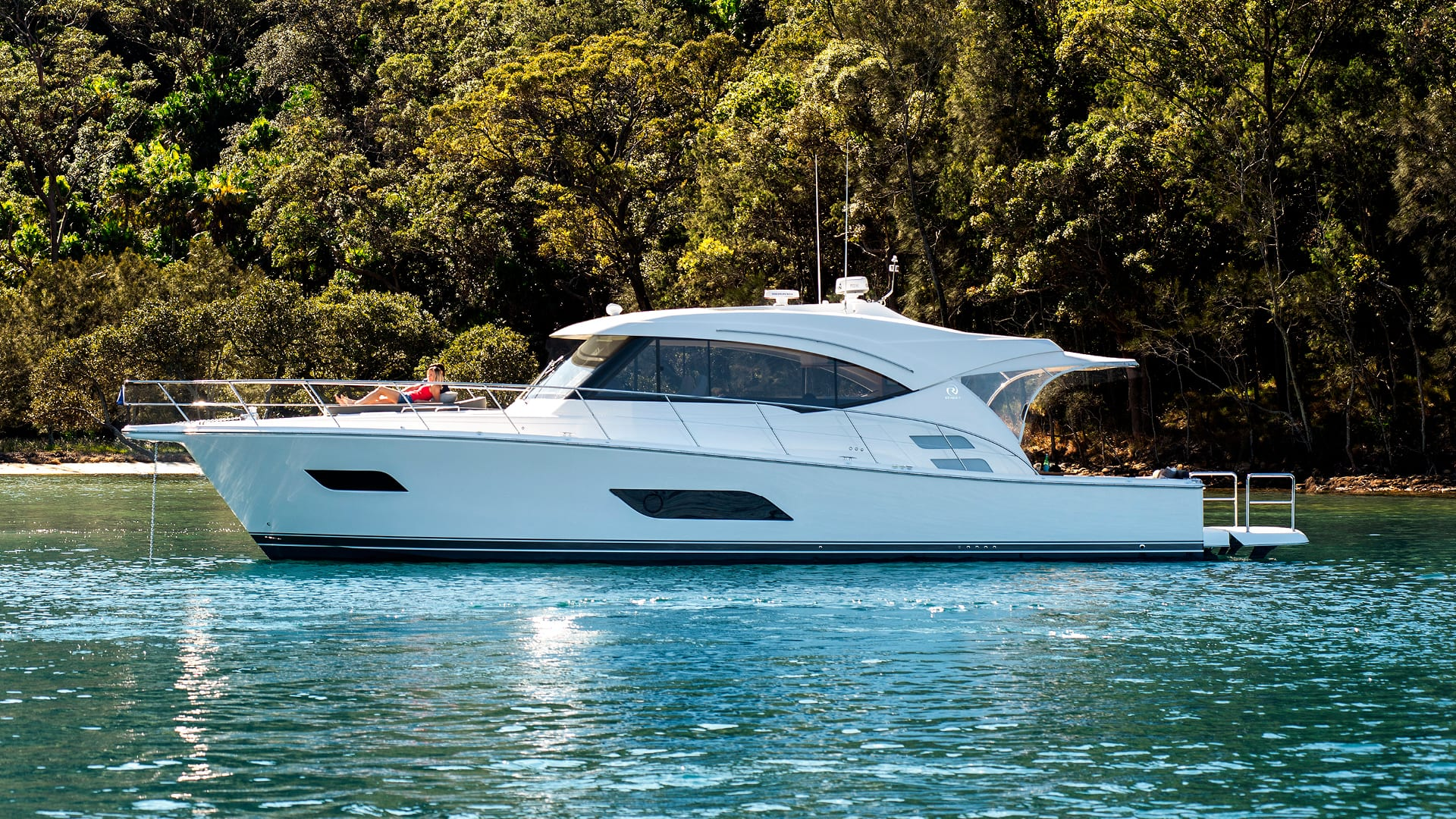 Riviera 525 SUV Anchored 02