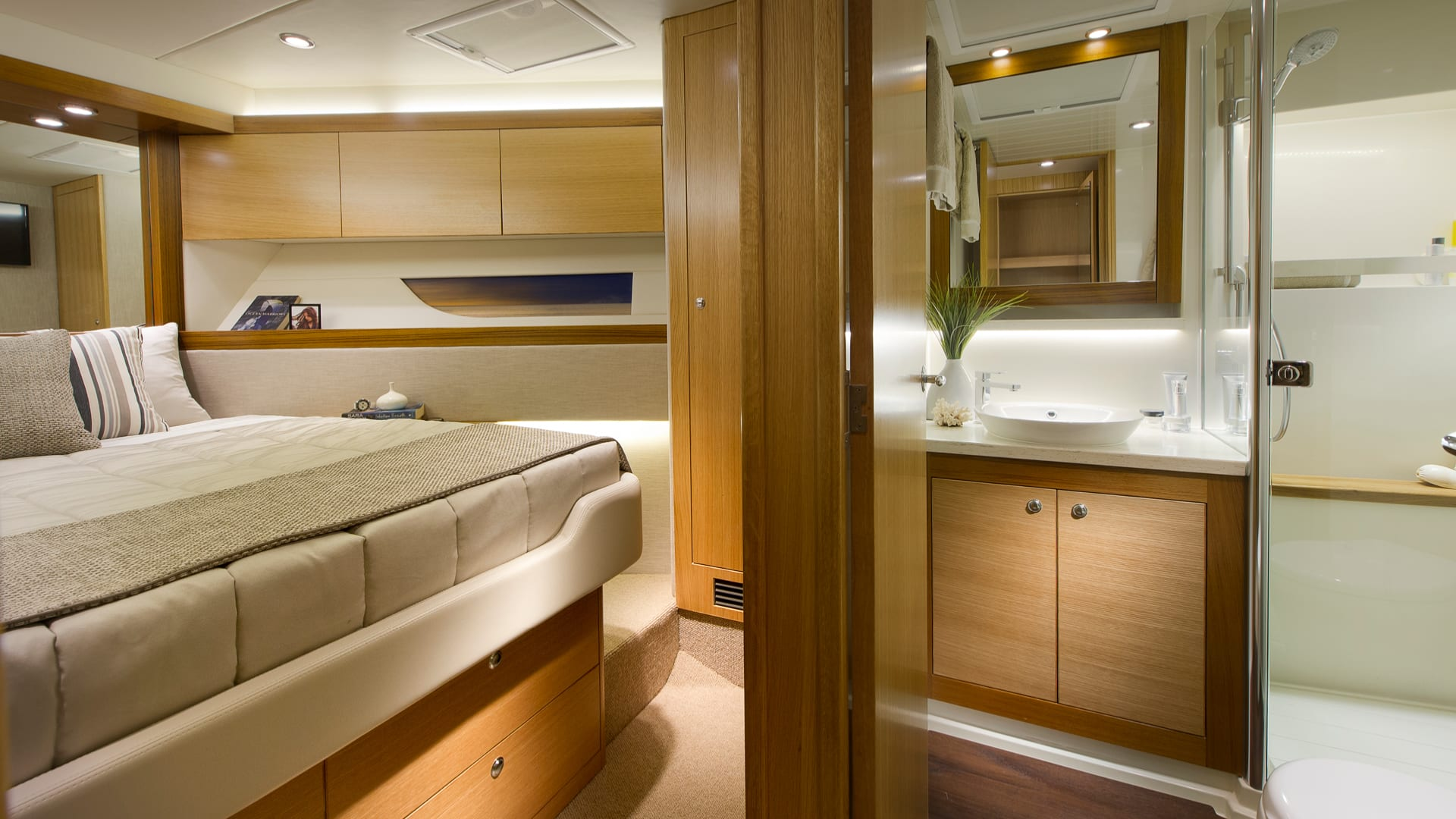 Riviera 525 SUV Forward VIP Guest Stateroom and Ensuite