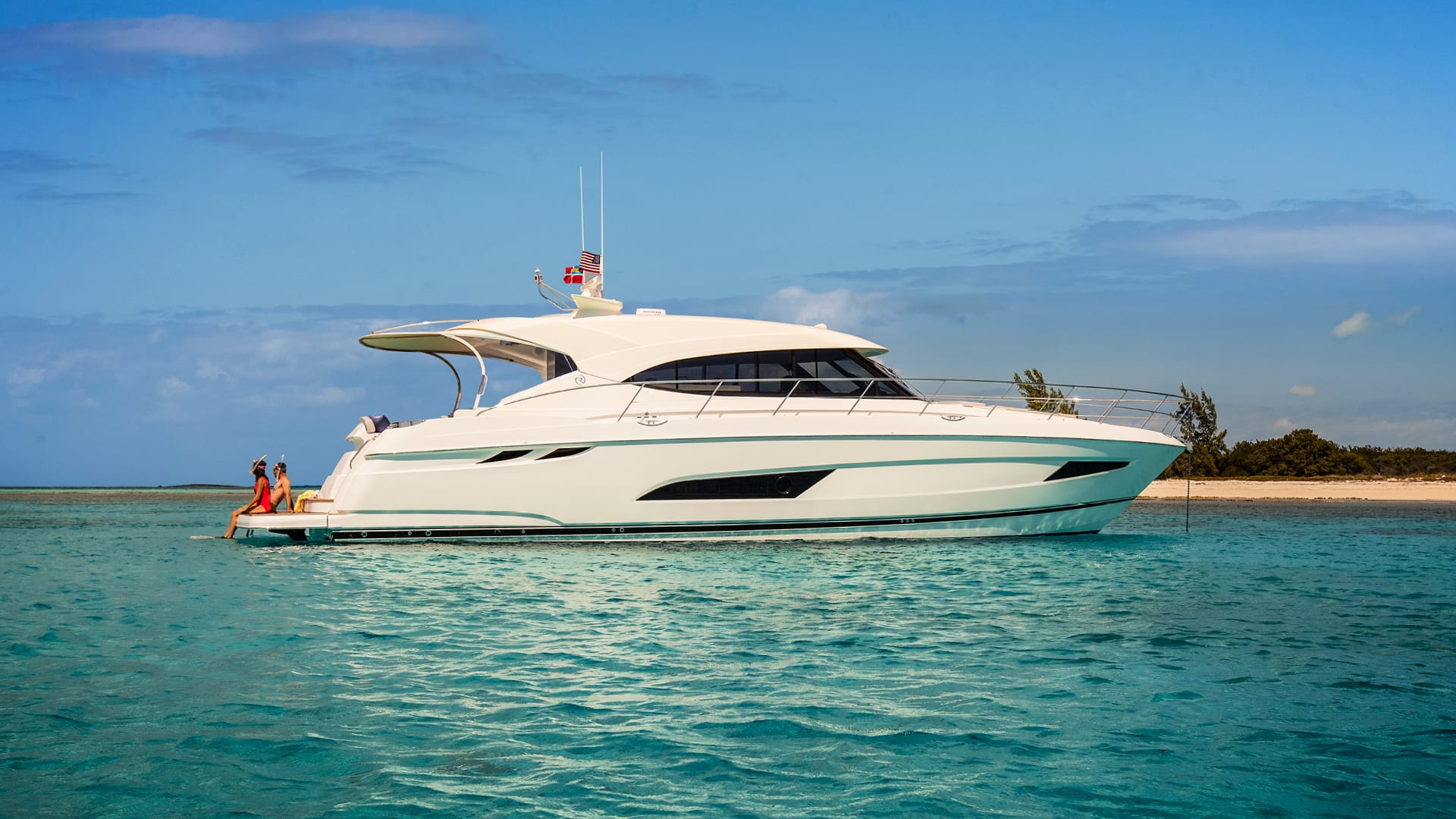 Riviera 5400 Sport Yacht Anchored 02