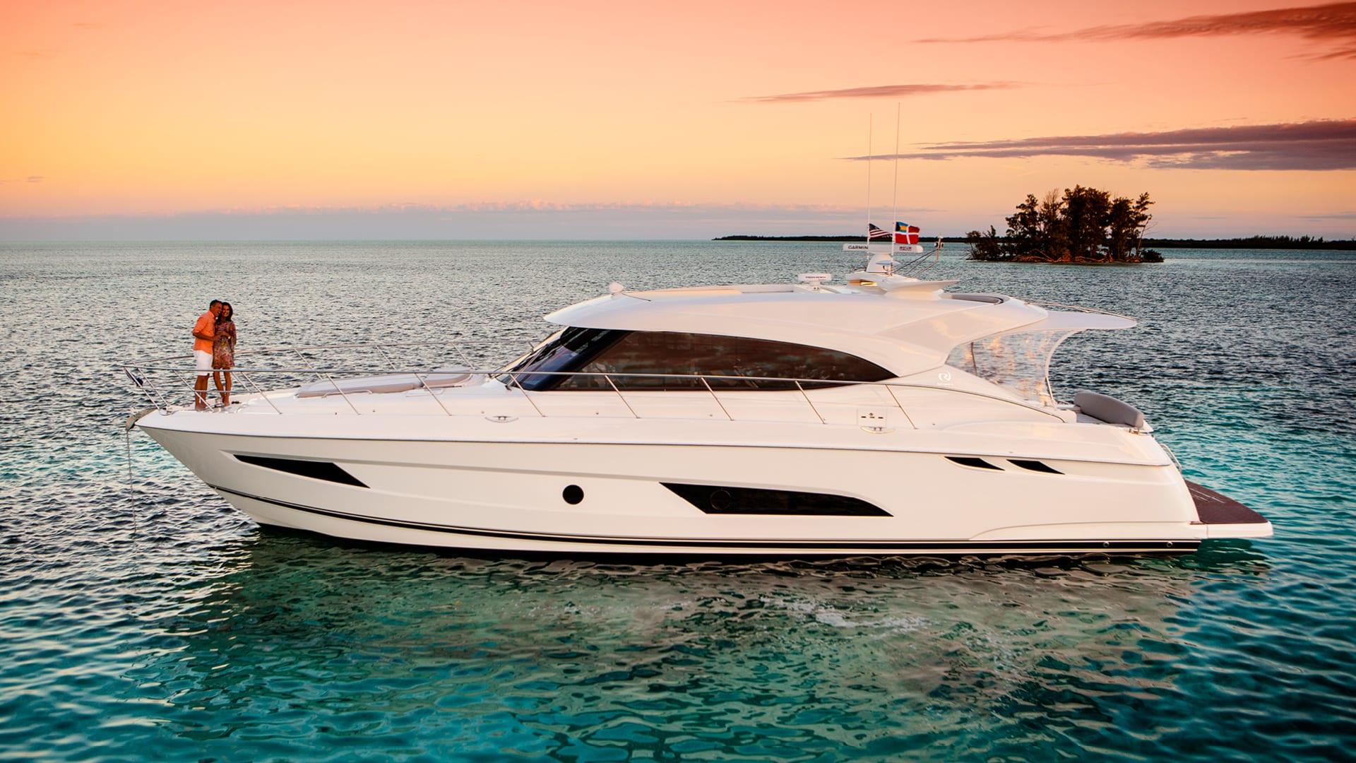 Riviera 5400 Sport Yacht Anchored 04