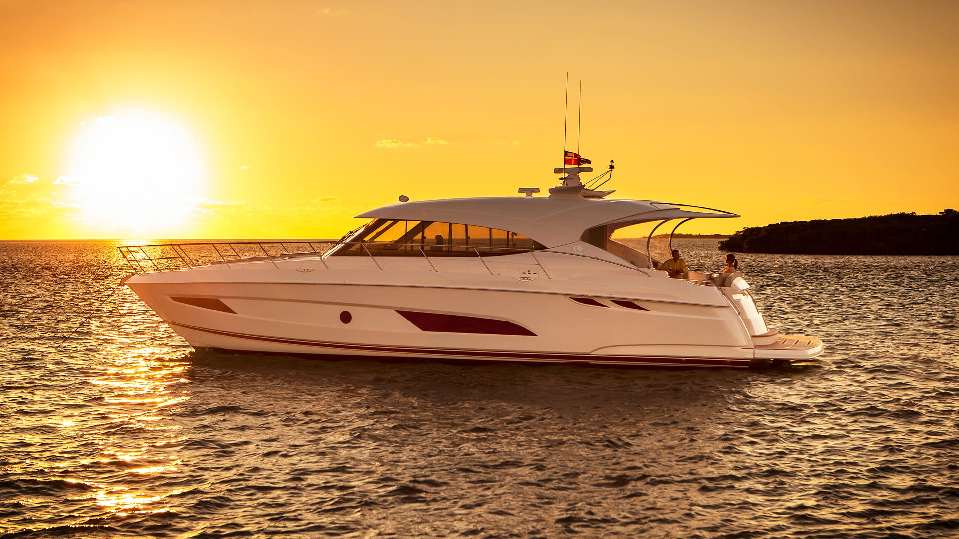 Riviera 5400 Sport Yacht Anchored 06