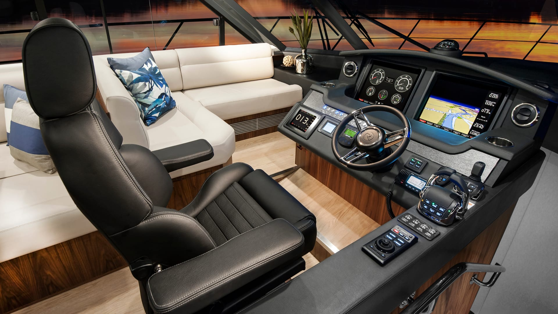 Riviera 5400 Sport Yacht Helm