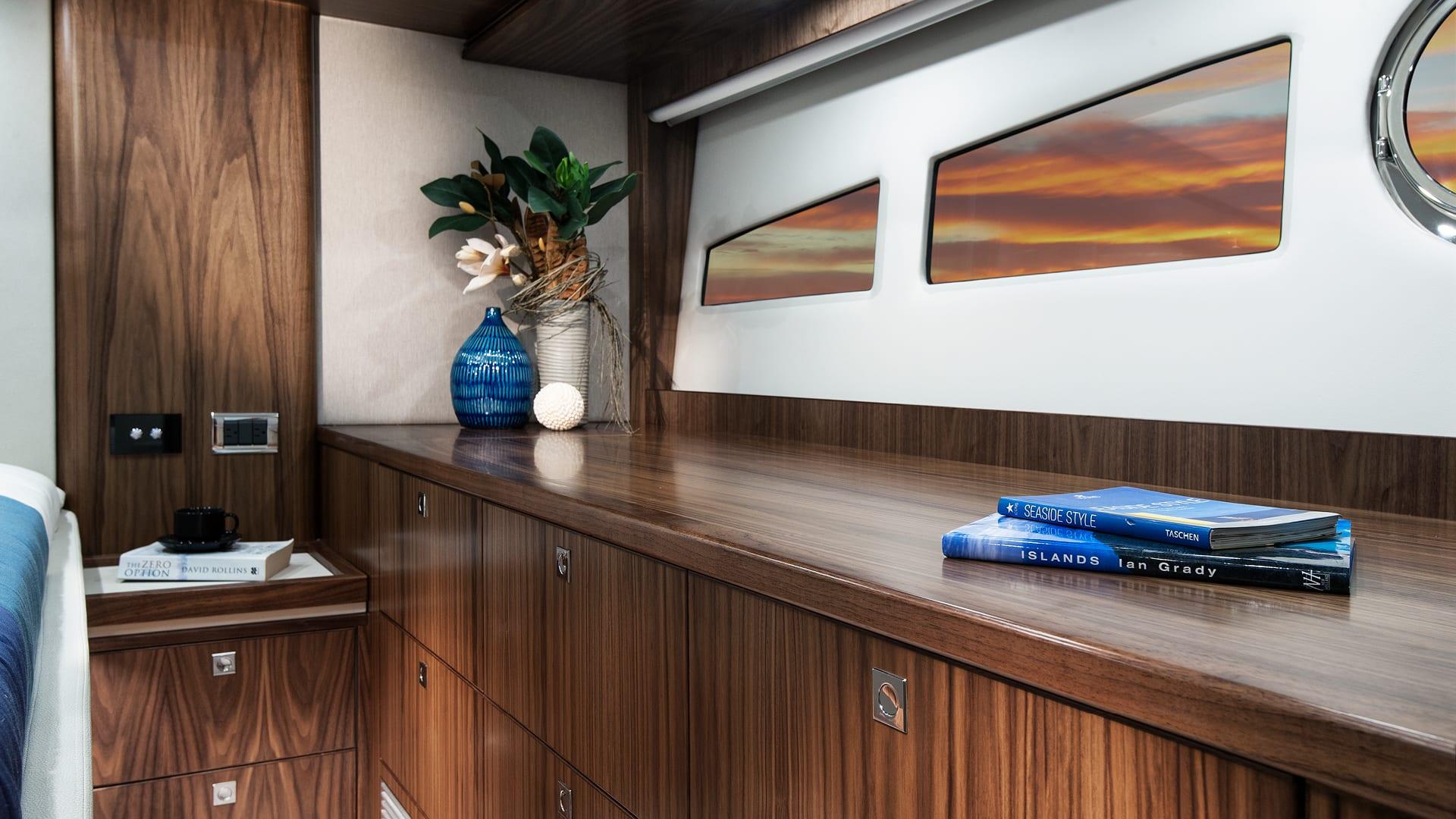 Riviera 5400 Sport Yacht Master Stateroom 02