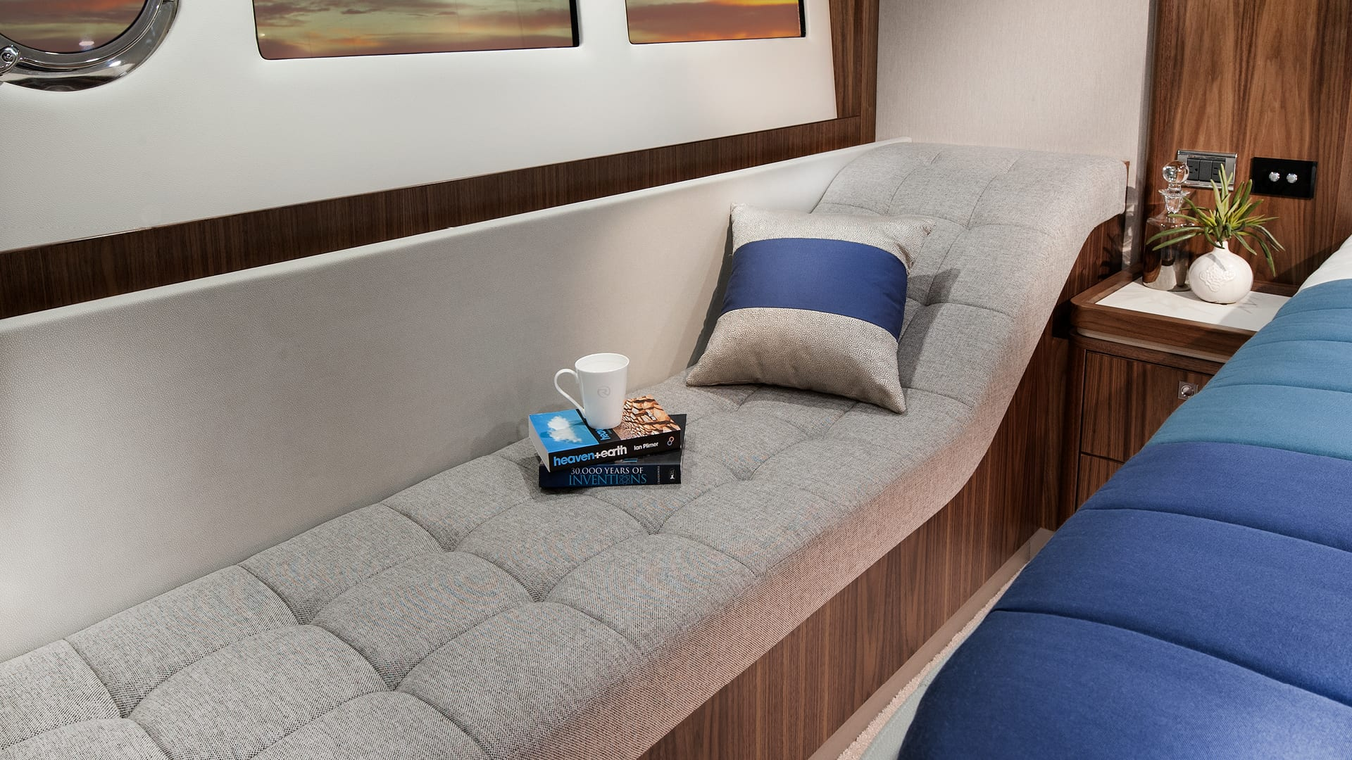 Riviera 5400 Sport Yacht Master Stateroom Chaise Lounge