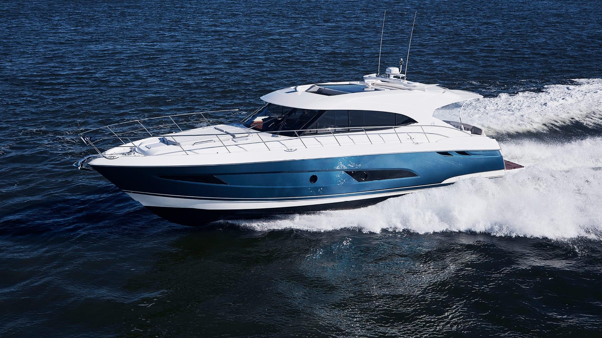 Riviera 5400 Sport Yacht Running 04