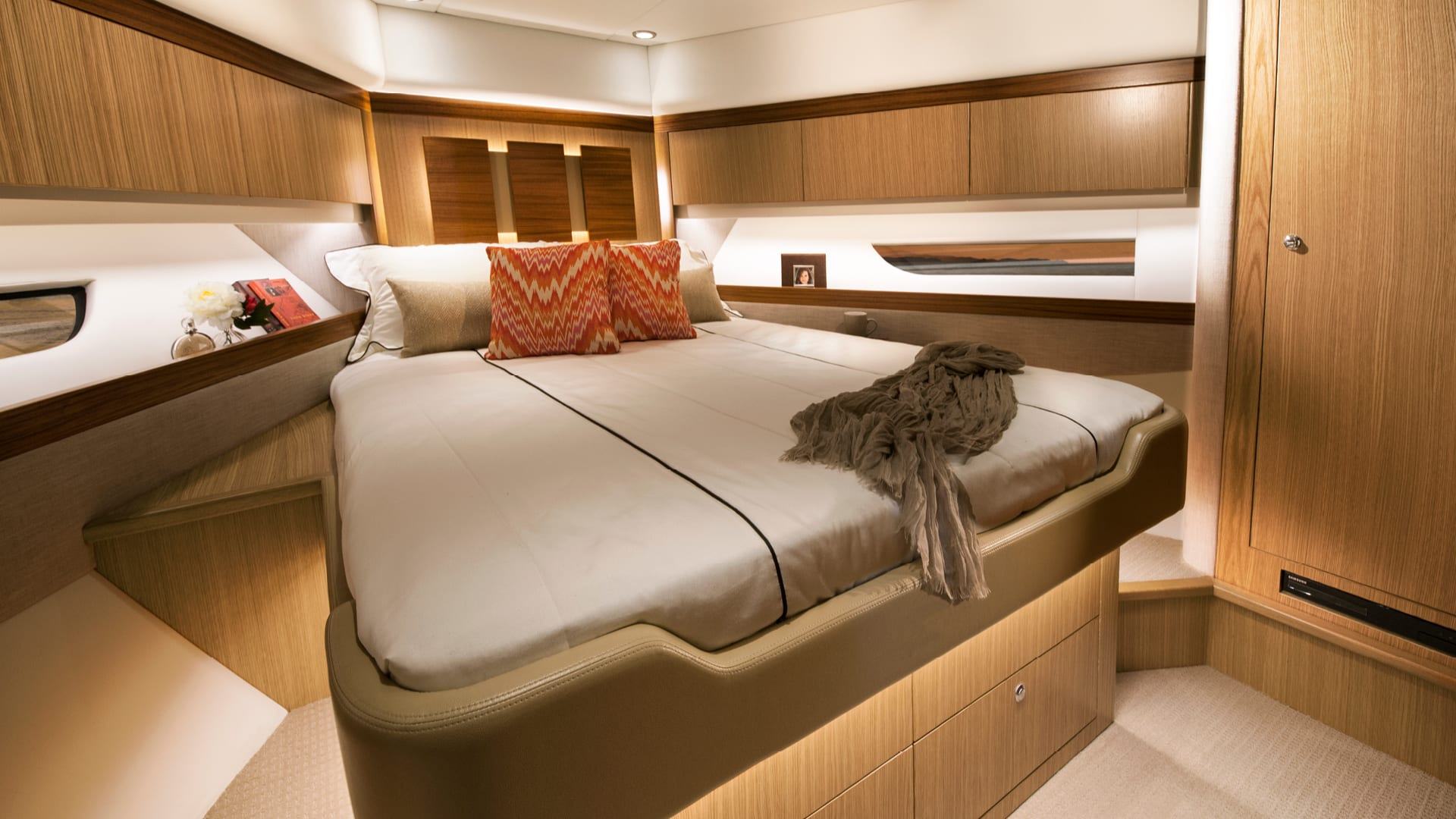 Riviera 575 SUV Forward VIP Guest Stateroom – Satin Oak Timber Finish