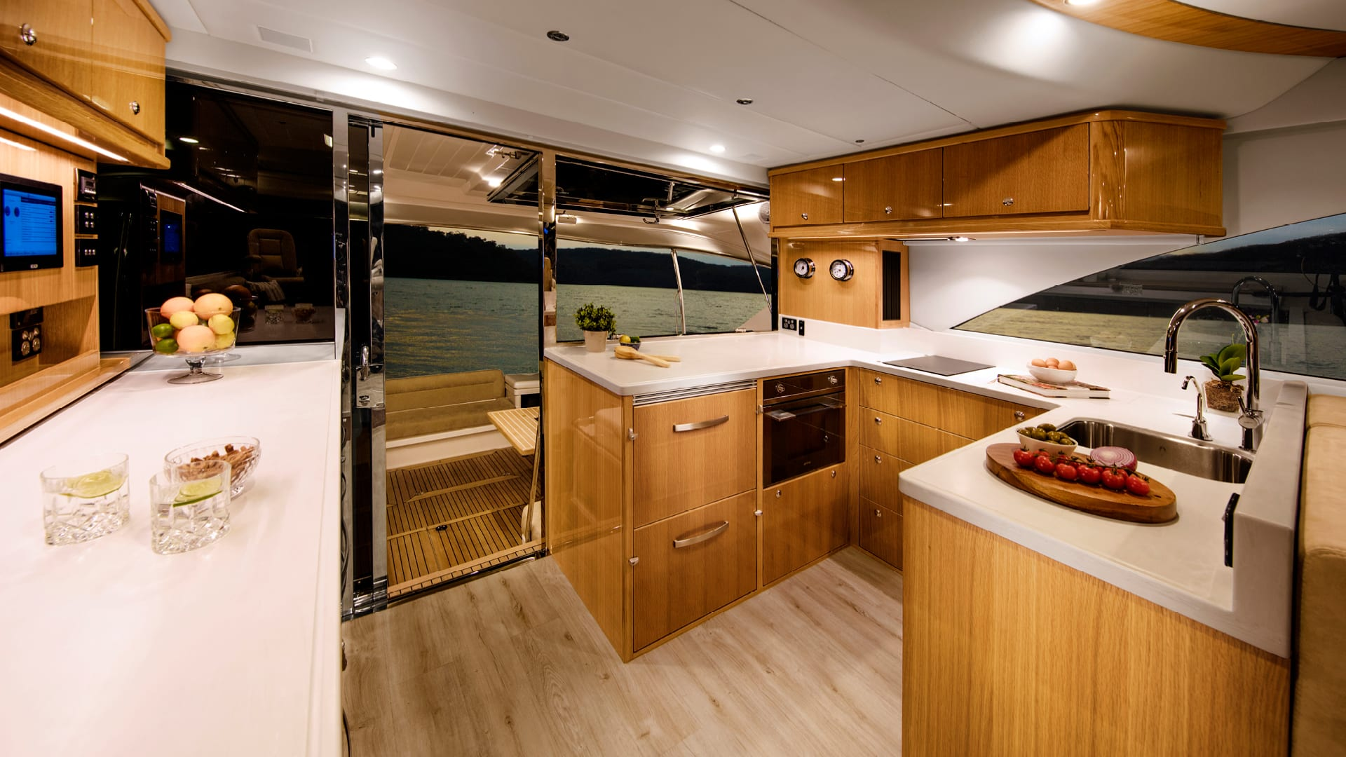 Riviera 575 SUV Galley – Gloss Oak Timber Finish