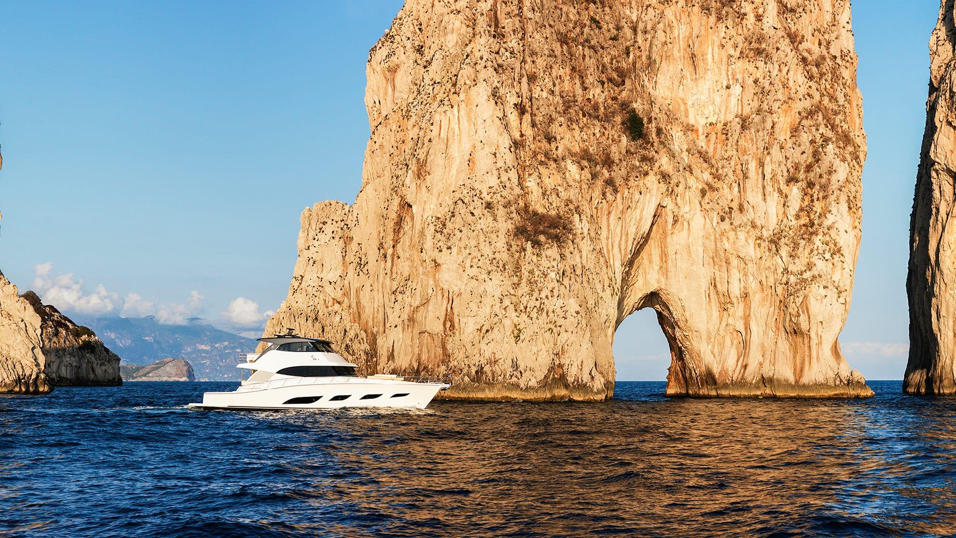 Riviera 68 Sports Motor Yacht Cruising 02