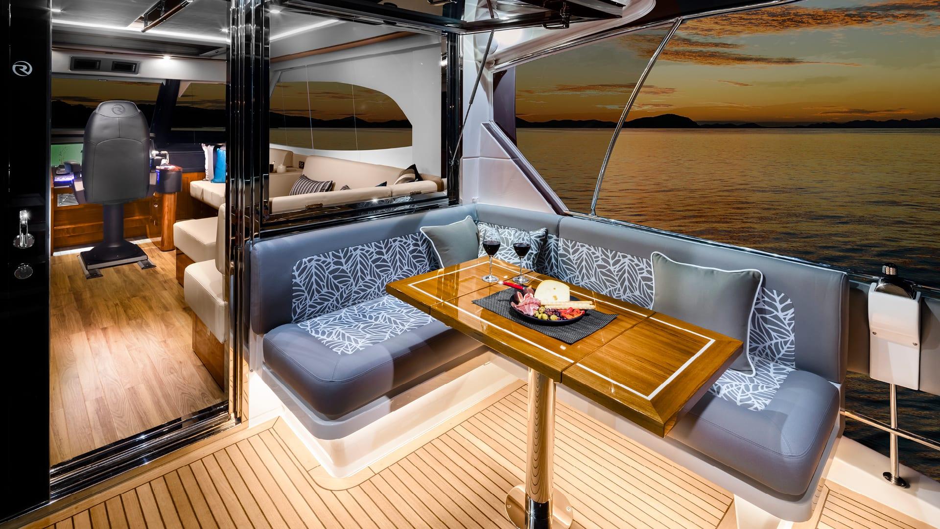 Riviera 68 Sports Motor Yacht Flybridge Mezzanine 02