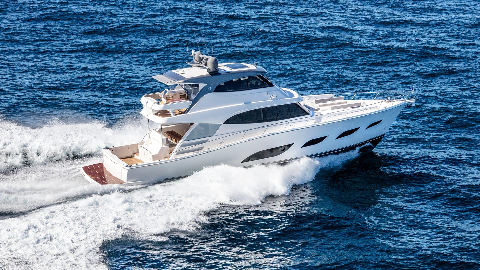 Riviera 68 Sports Motor Yacht Running 02