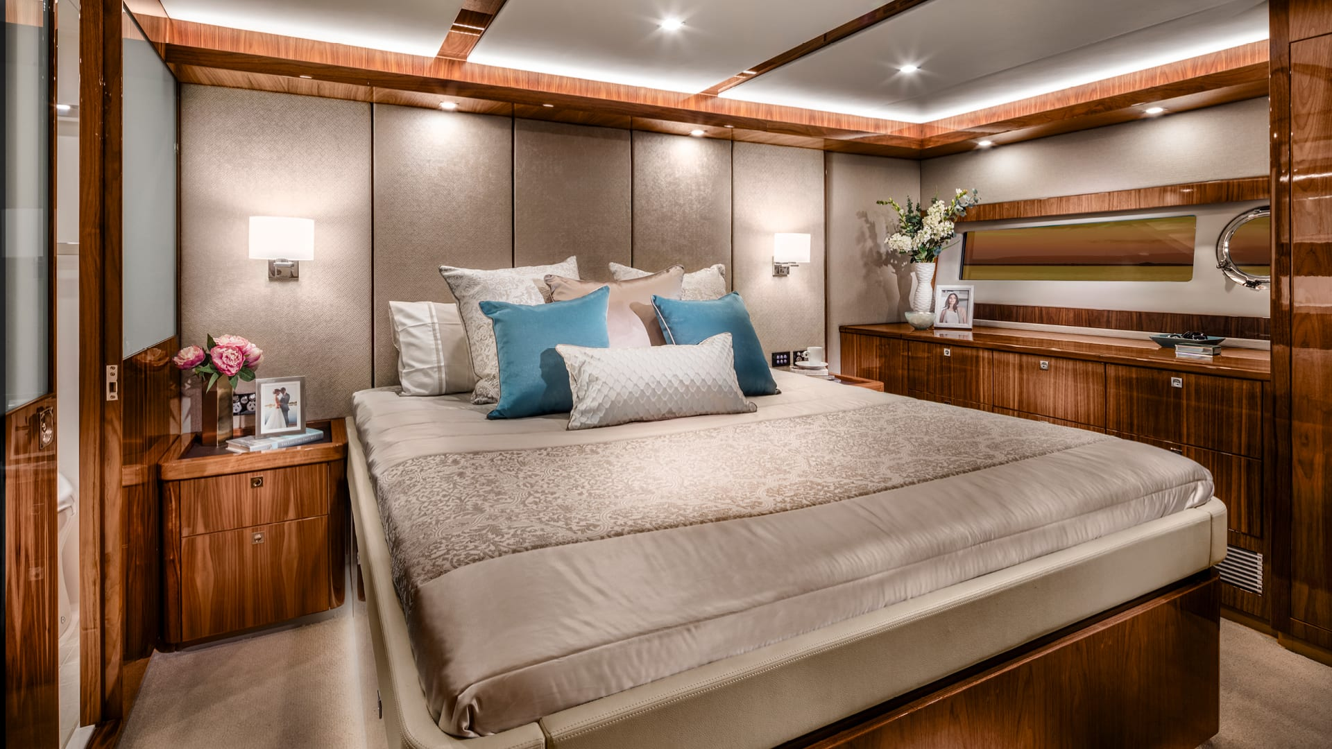 Riviera 72 Sports Motor Yacht Classic Master Stateroom