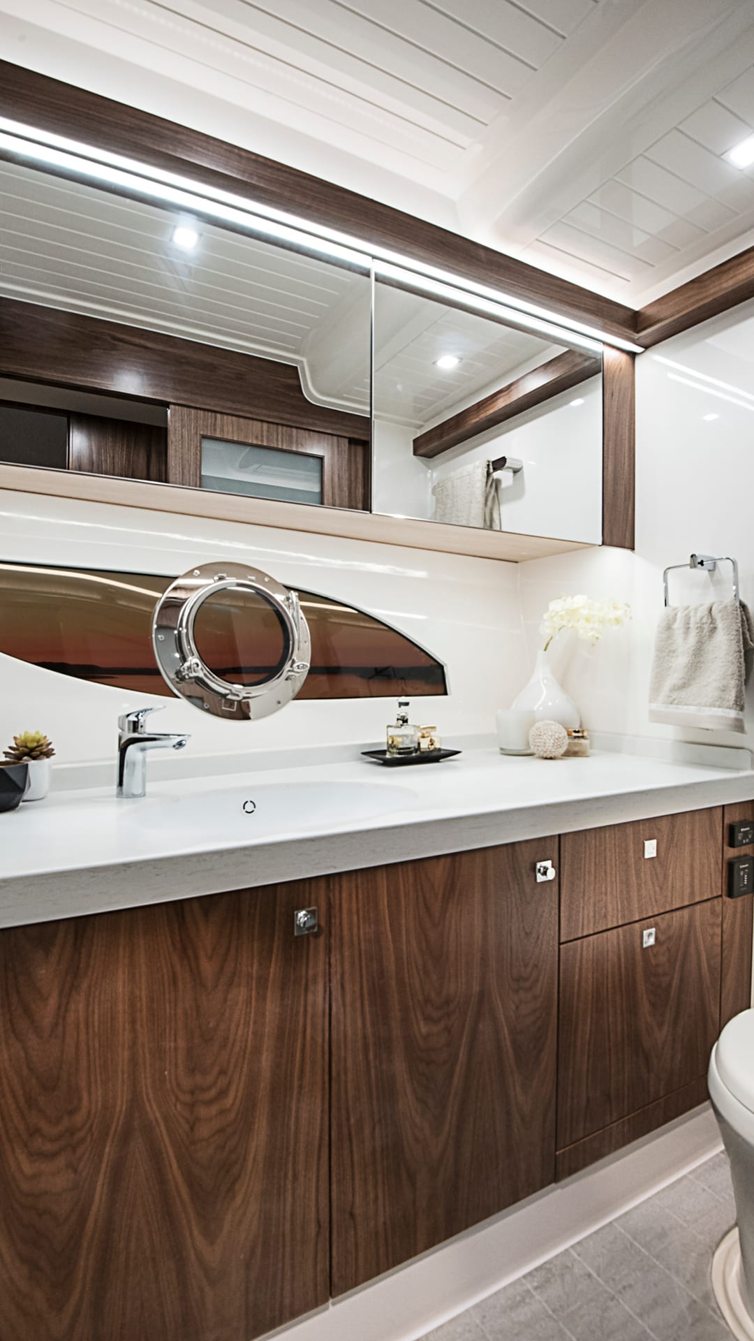 Riviera 72 Sports Motor Yacht Presidential Master Ensuite 01 – Satin Walnut Timber Finish