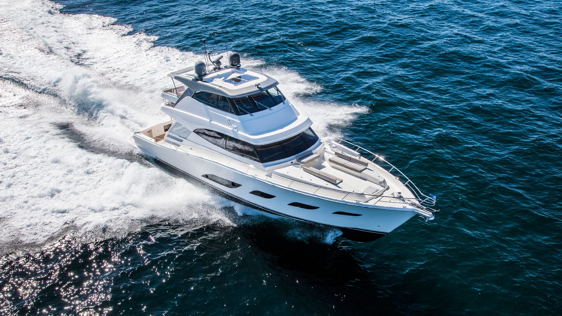Riviera 72 Sports Motor Yacht Running 02