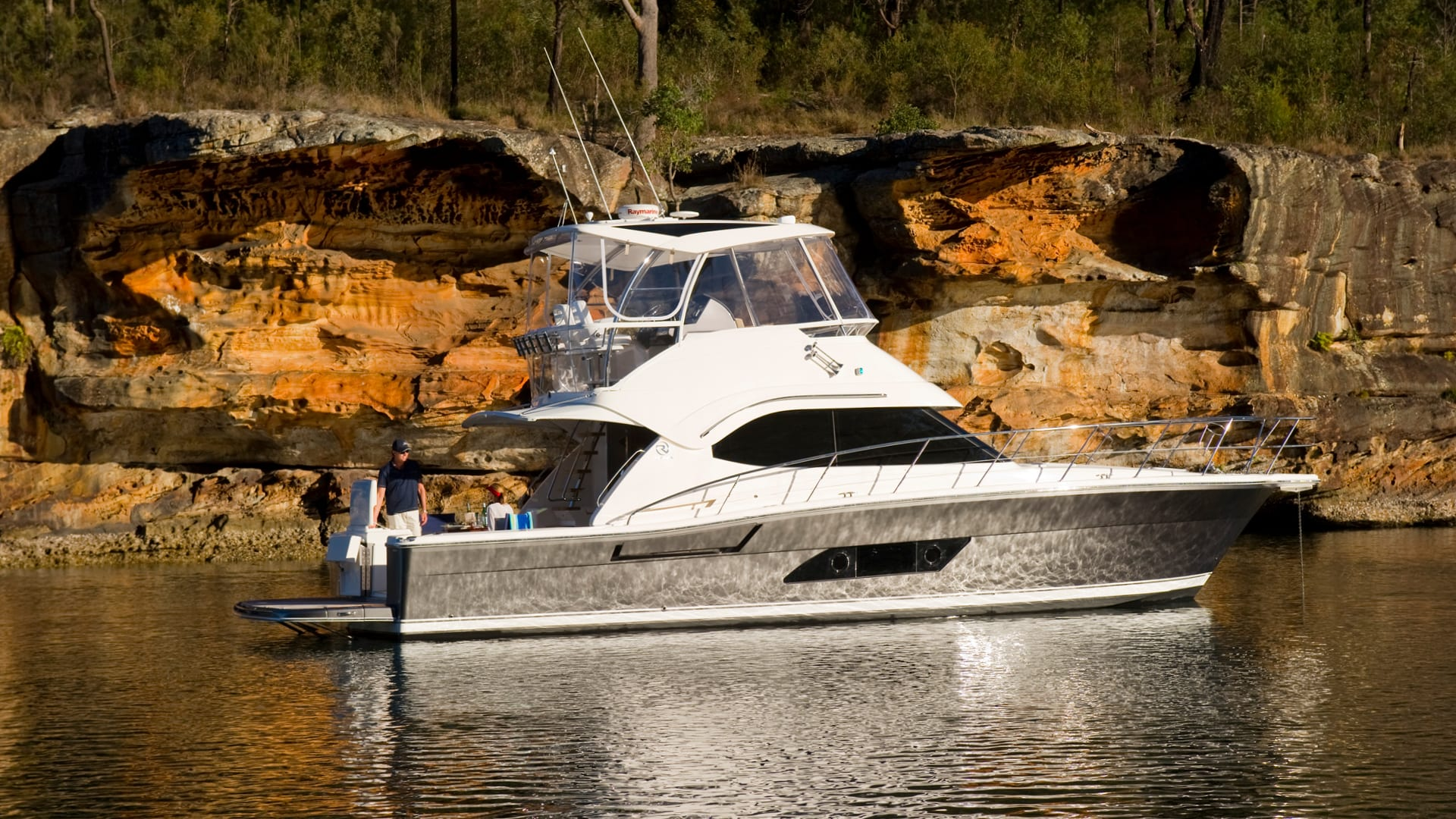 Riviera 43 Open Flybridge Anchored 05