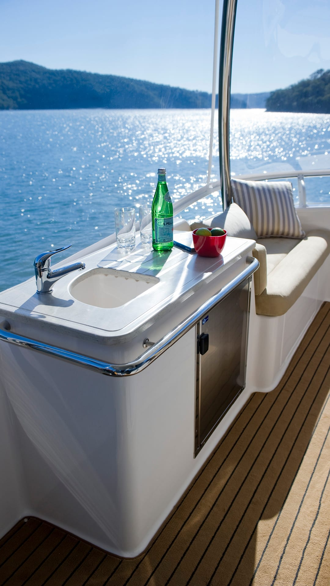 Riviera 43 Open Flybridge Flybridge Wet Bar