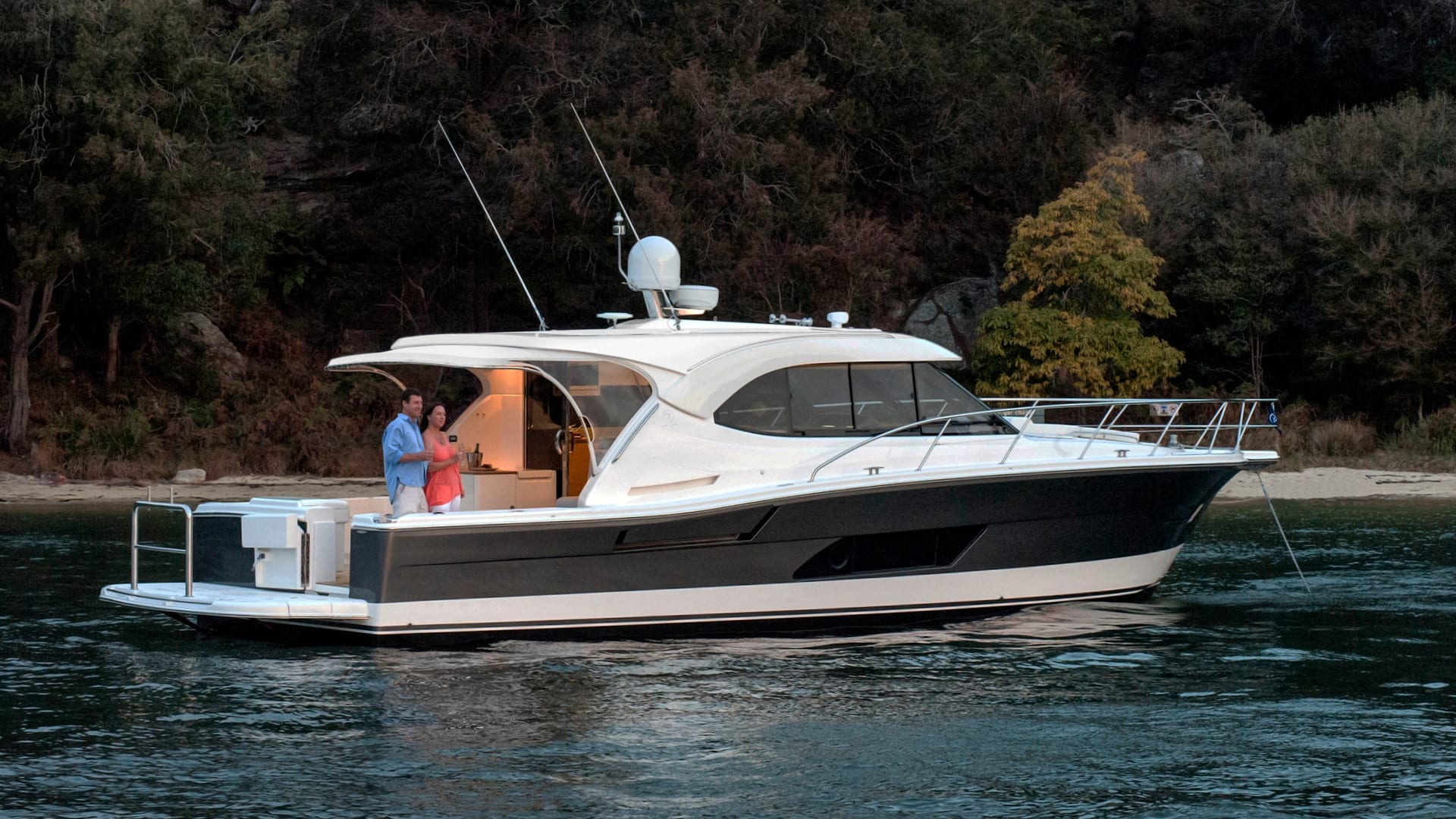 Riviera 445 SUV Anchored 01