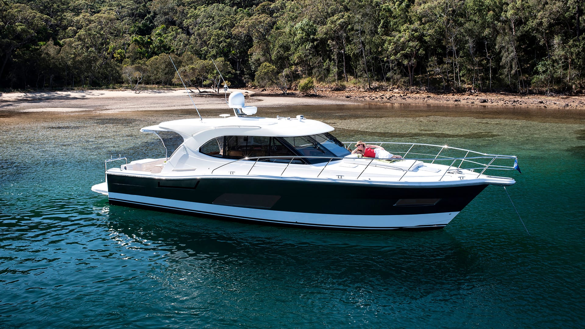 Riviera 445 SUV Anchored 02