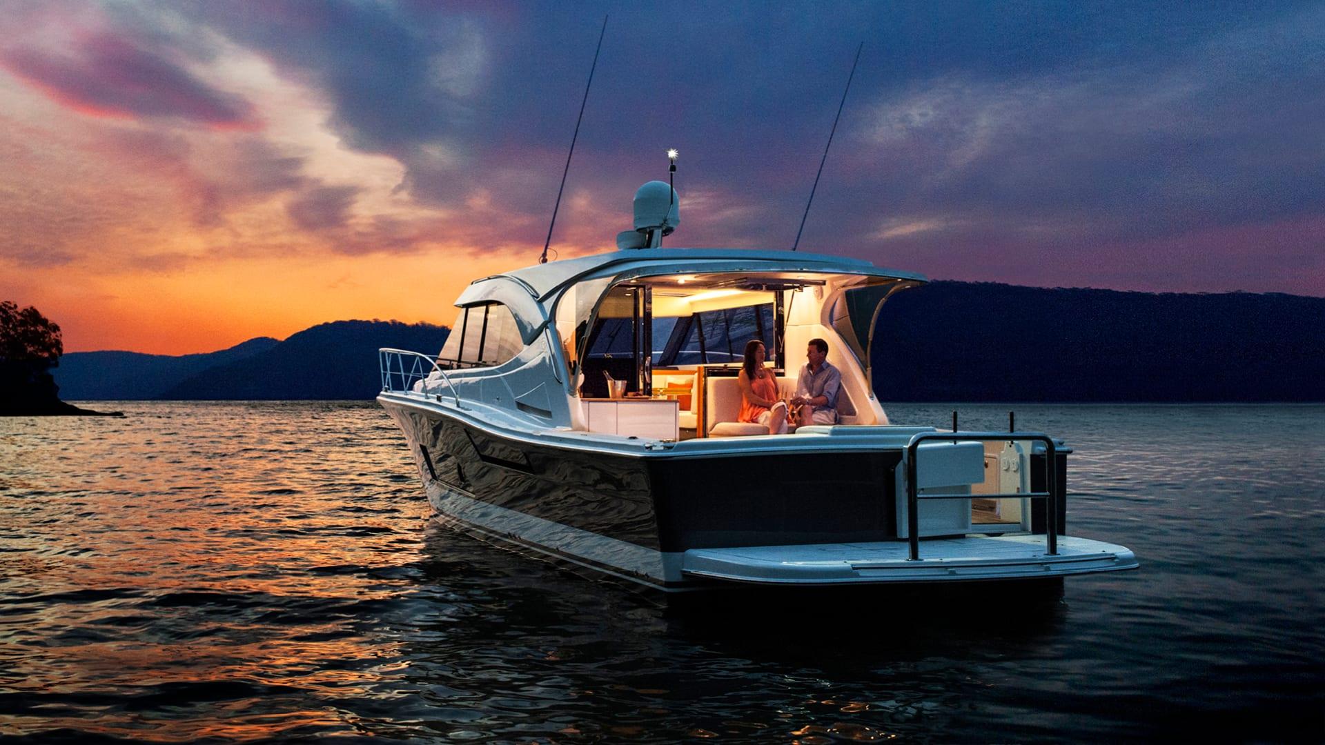 Riviera 445 SUV Anchored 04