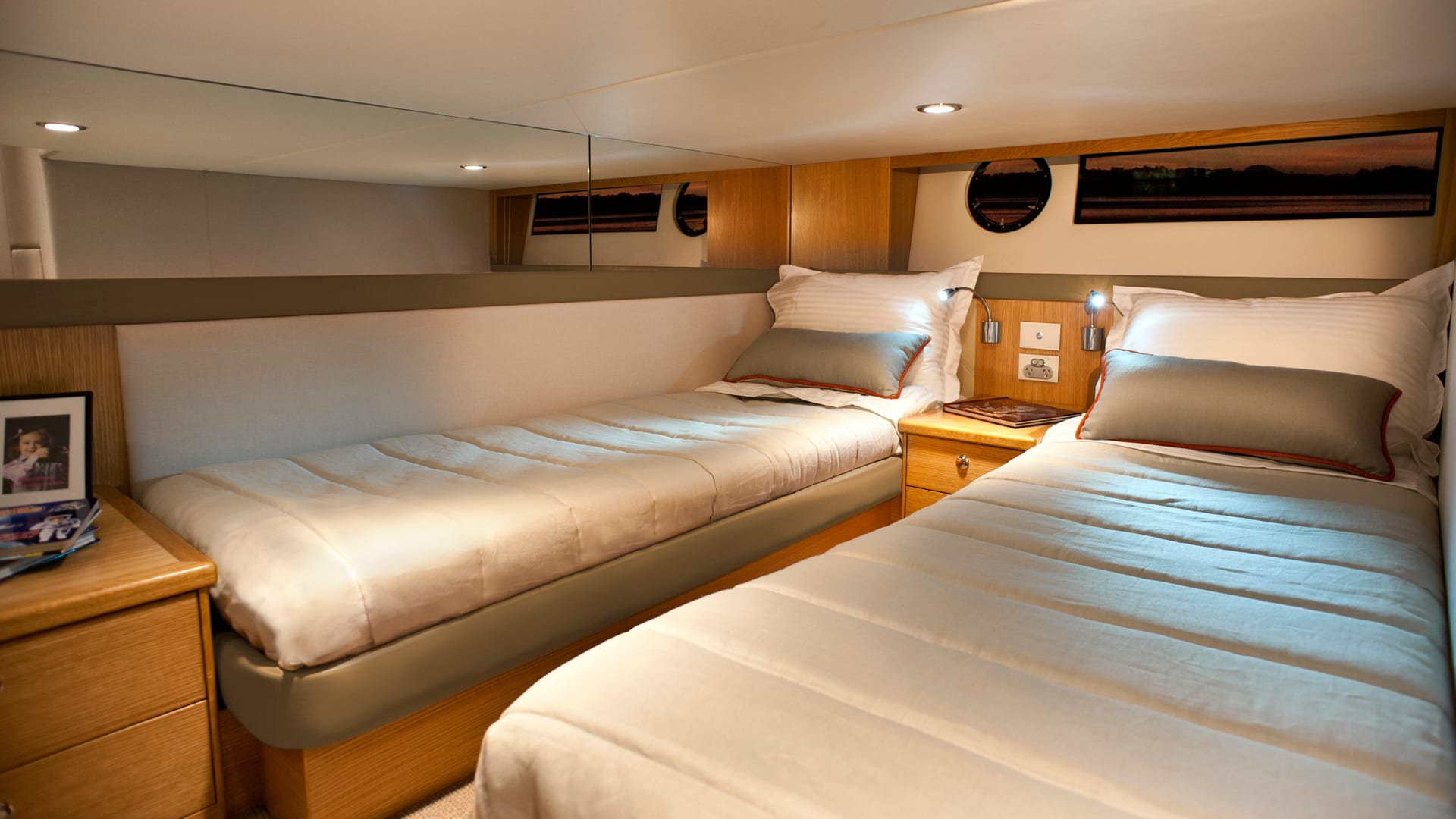 Riviera 445 SUV Guest Stateroom 01 – Satin Oak Timber Finish