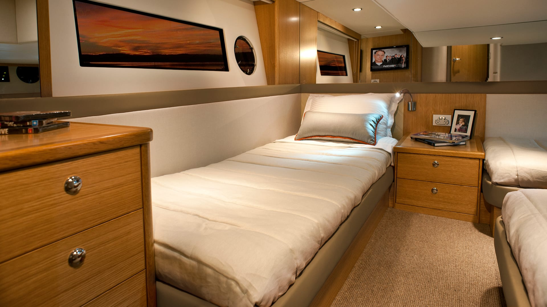 Riviera 445 SUV Guest Stateroom 02 – Satin Oak Timber Finish