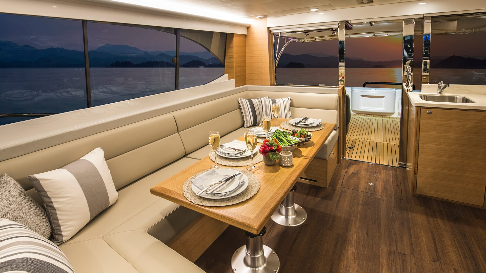 Riviera 445 SUV Saloon Dining 01 – Satin Oak Timber Finish