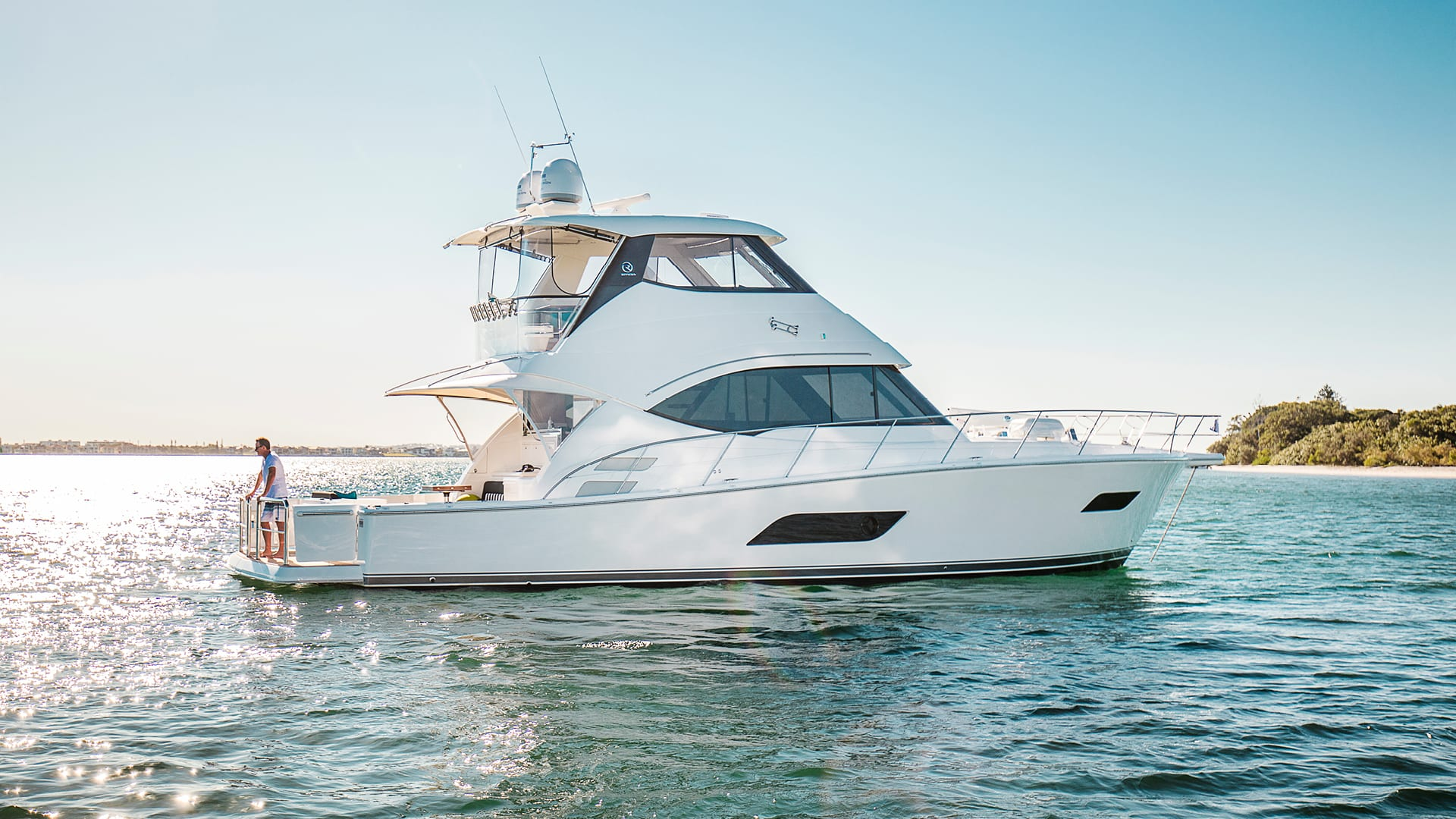 Riviera 52 Enclosed Flybridge Anchored 01