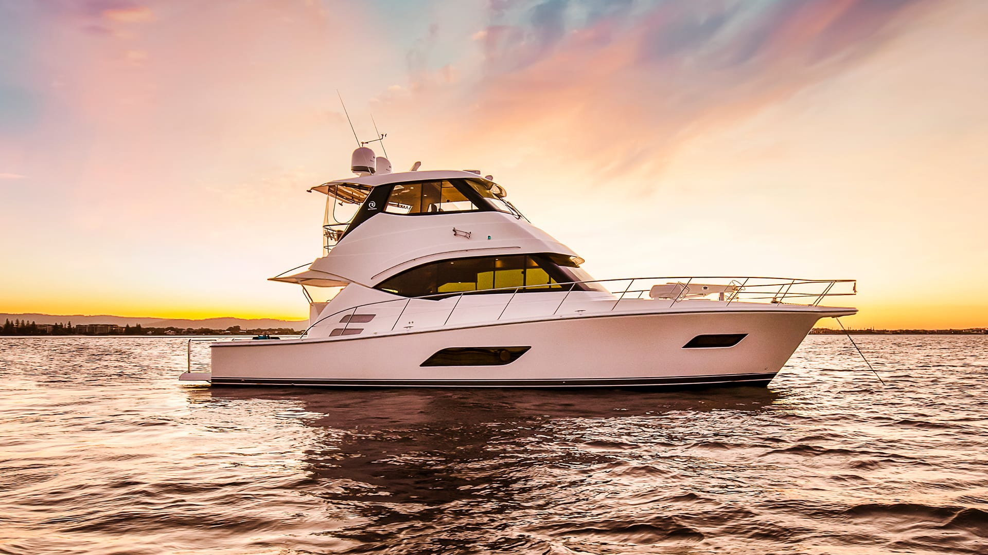 Riviera 52 Enclosed Flybridge Anchored 02