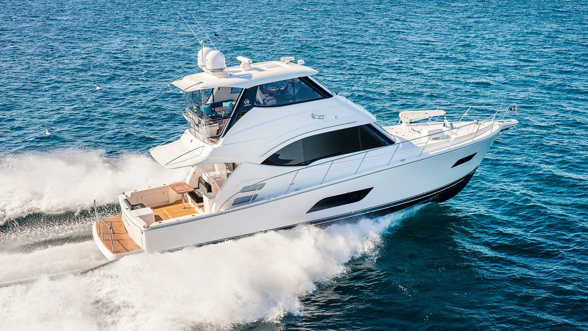 Riviera 52 Enclosed Flybridge Running 01