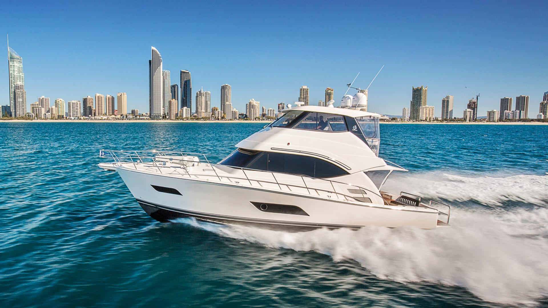 Riviera 52 Enclosed Flybridge Running 02