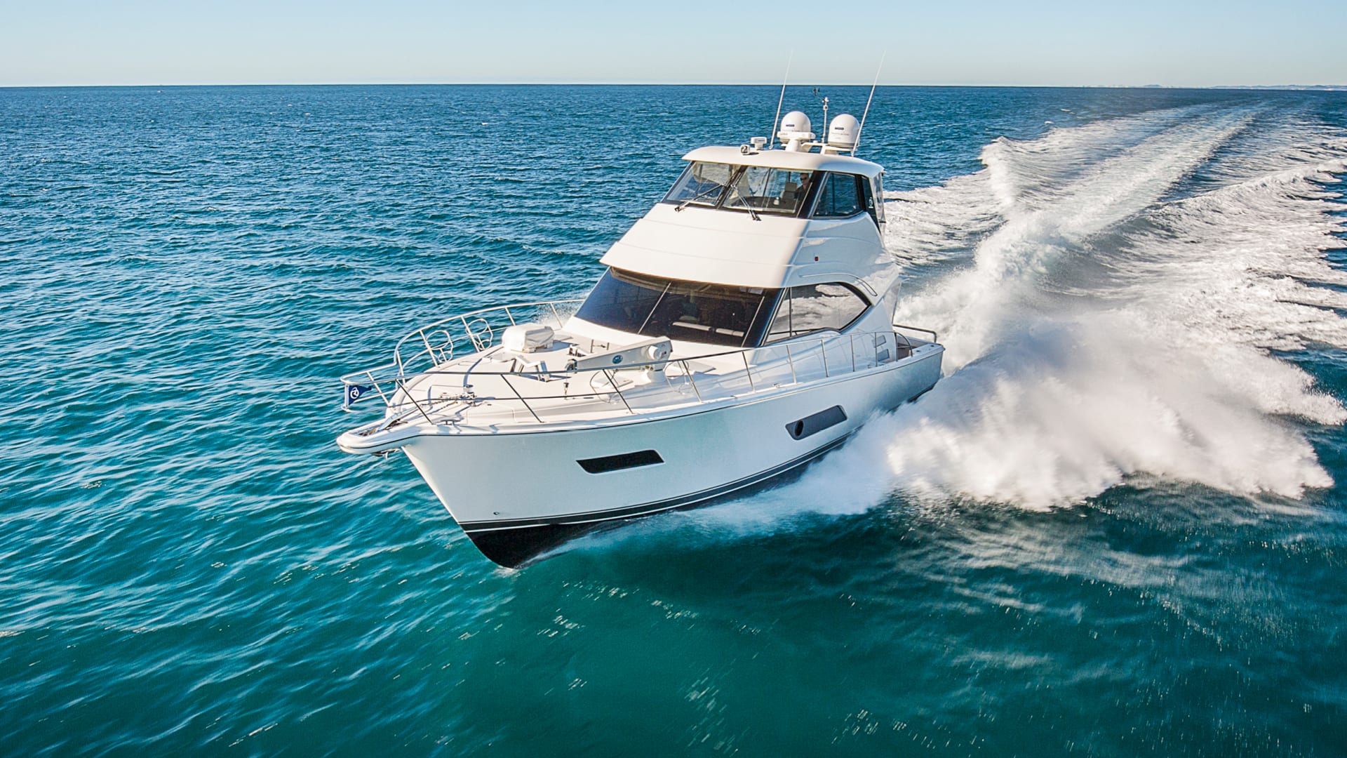 Riviera 52 Enclosed Flybridge Running 03