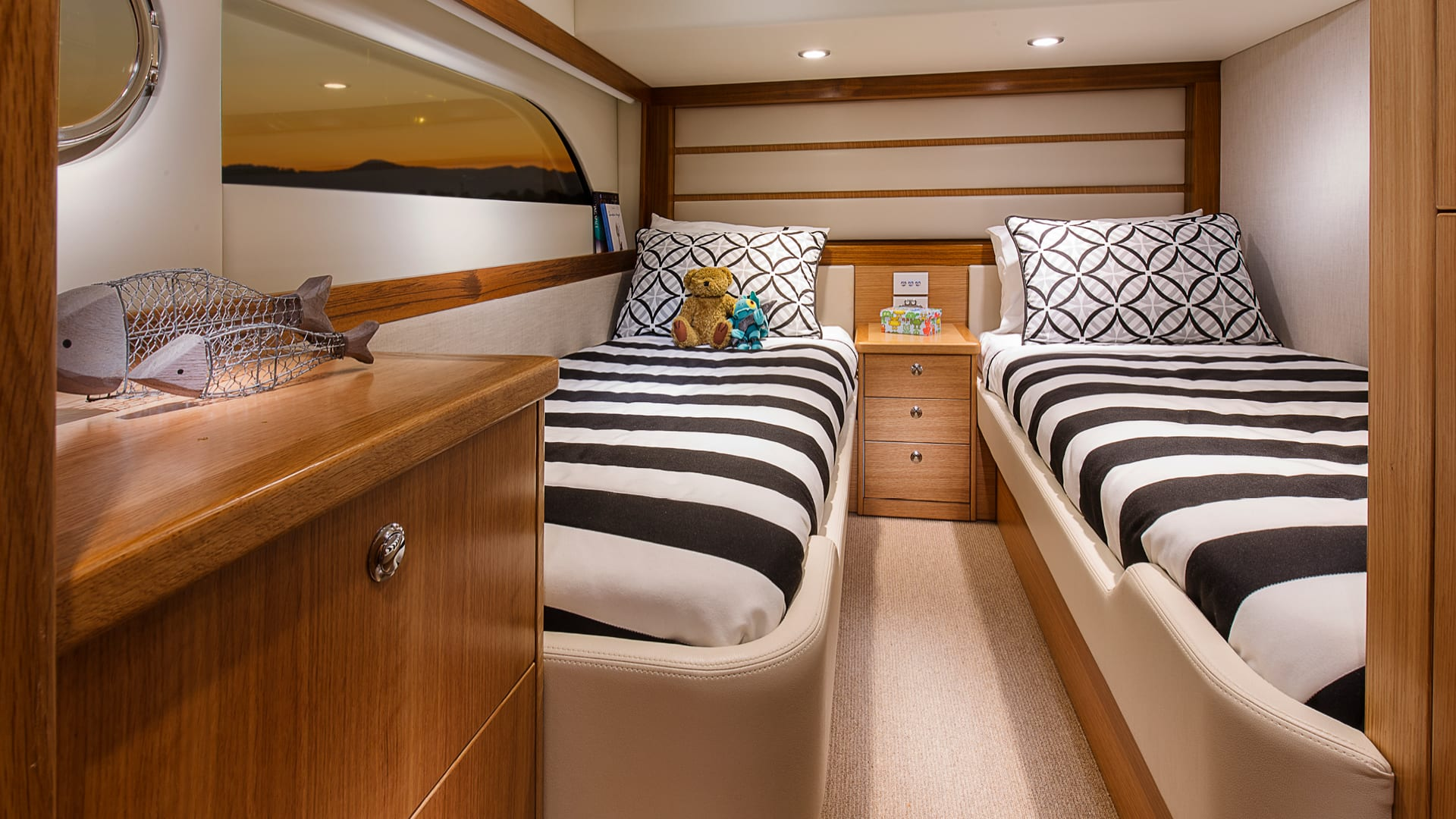 Riviera 52 Enclosed Flybridge Starboard Guest Stateroom