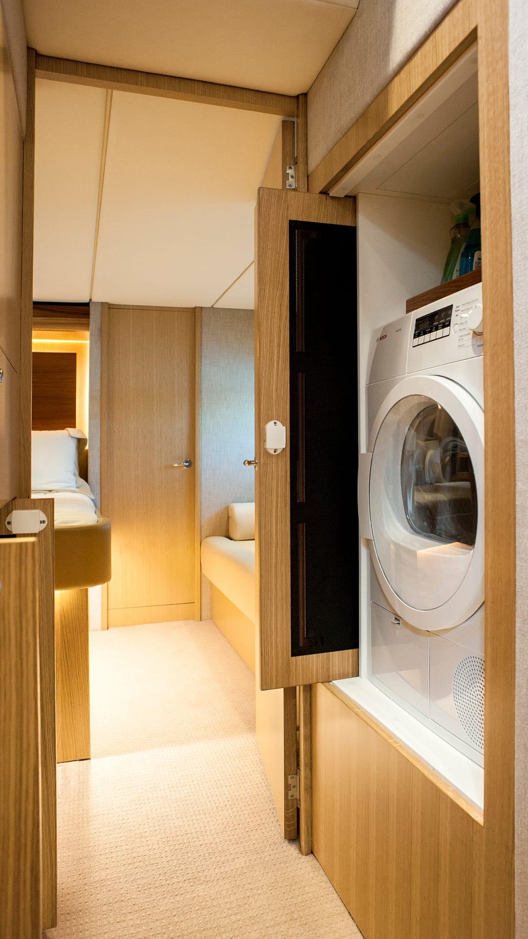 Riviera 575 SUV Laundry 01